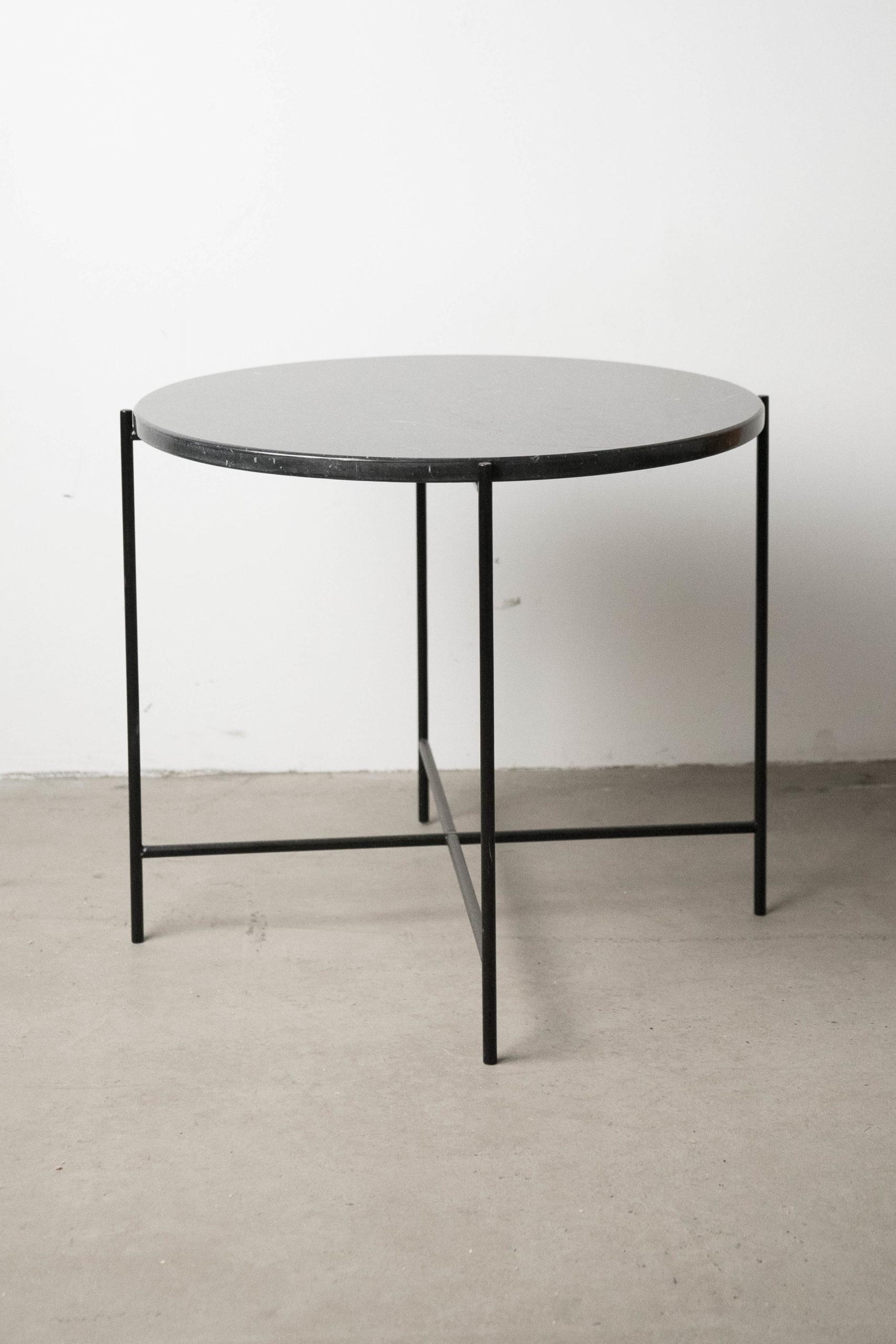 detalle de mesa vista general mesa grande negra