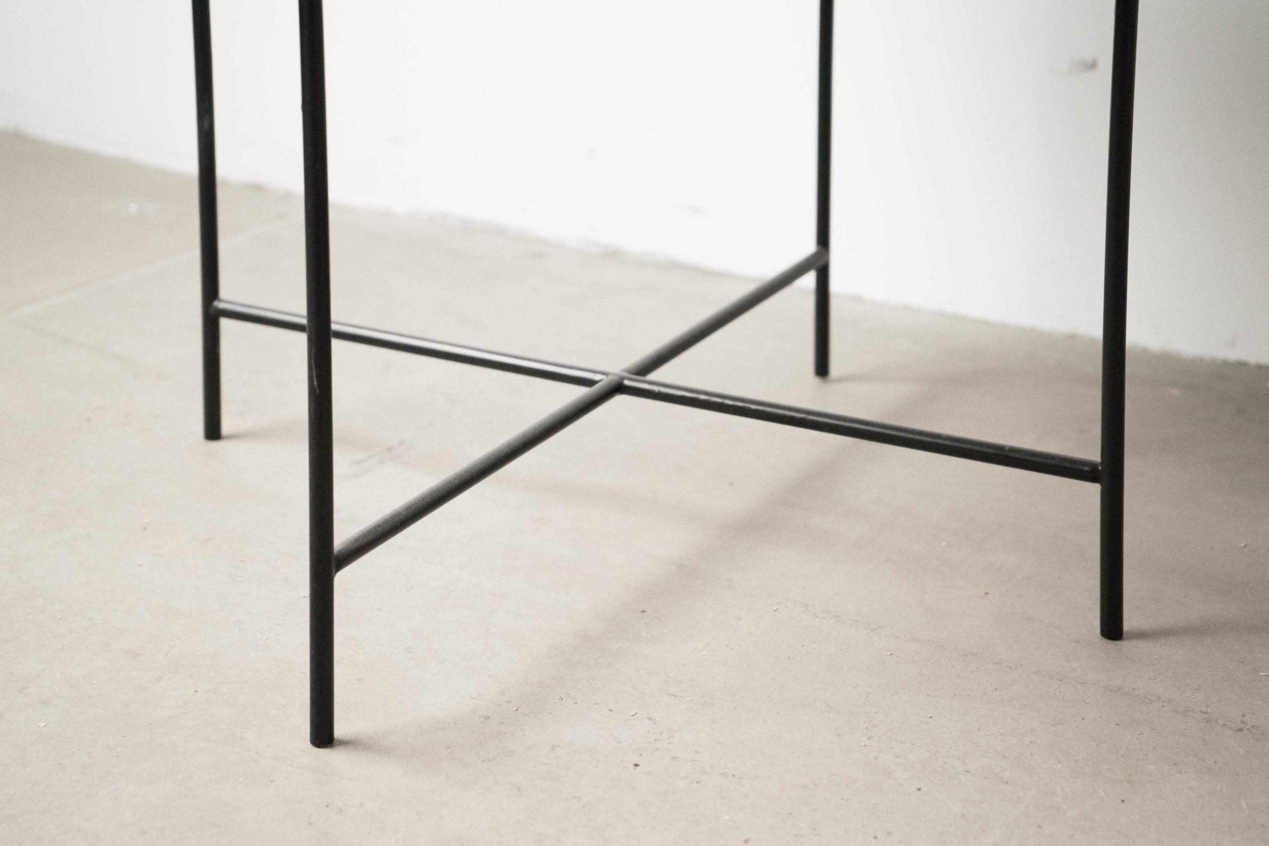 patas de varilla mesa de metal auxiliar