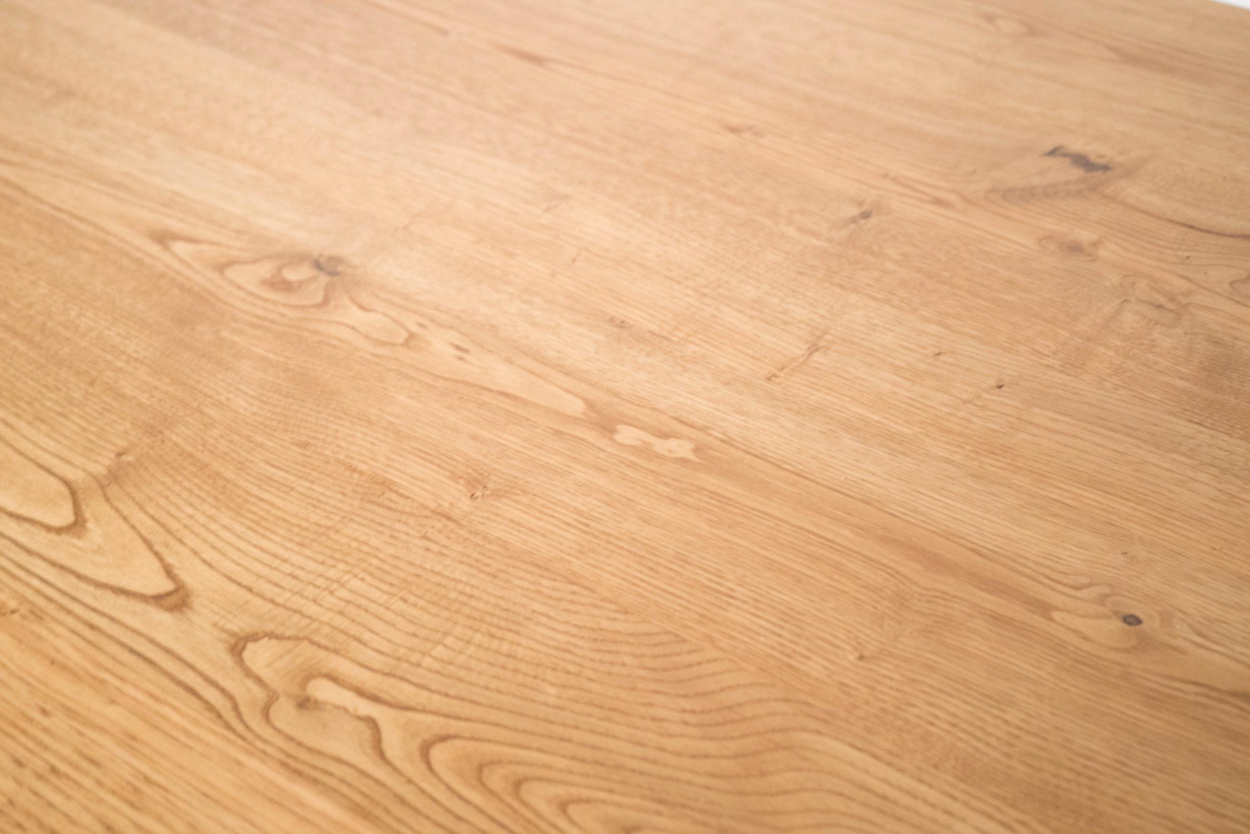detalle de mesa de madera