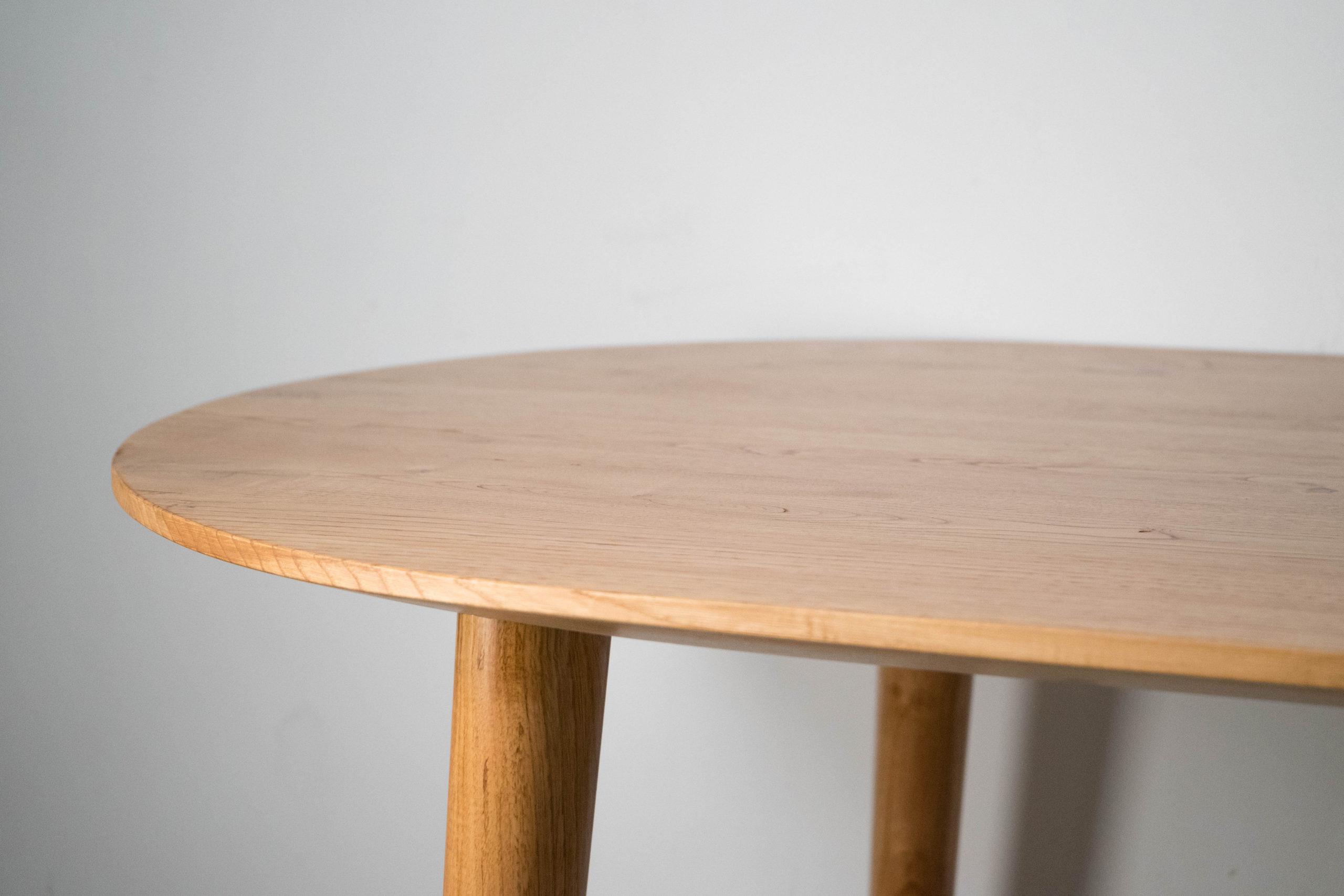 mesa pepita detalle de pata elegante