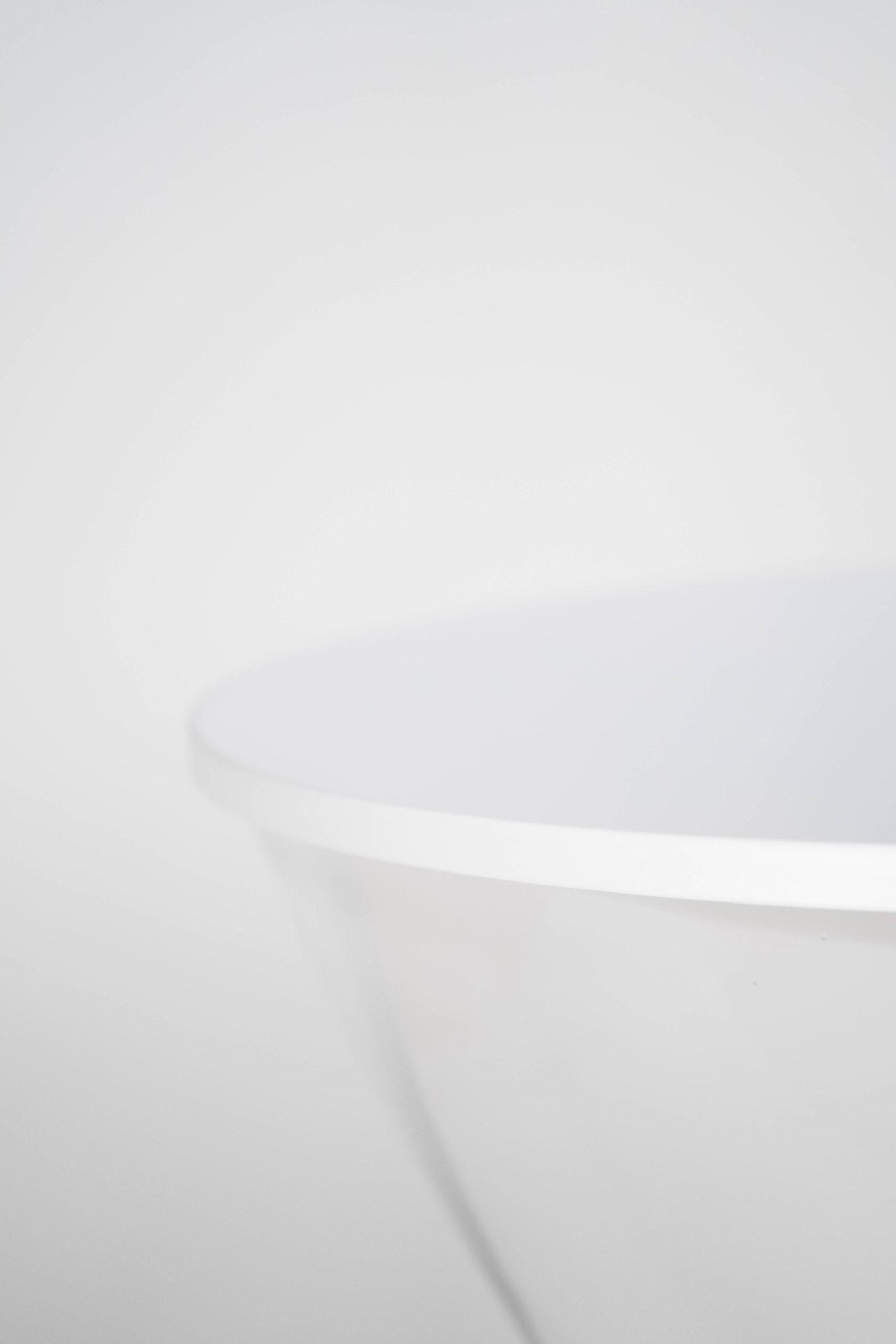 lampara blanca de diseño elegante detalle cristal