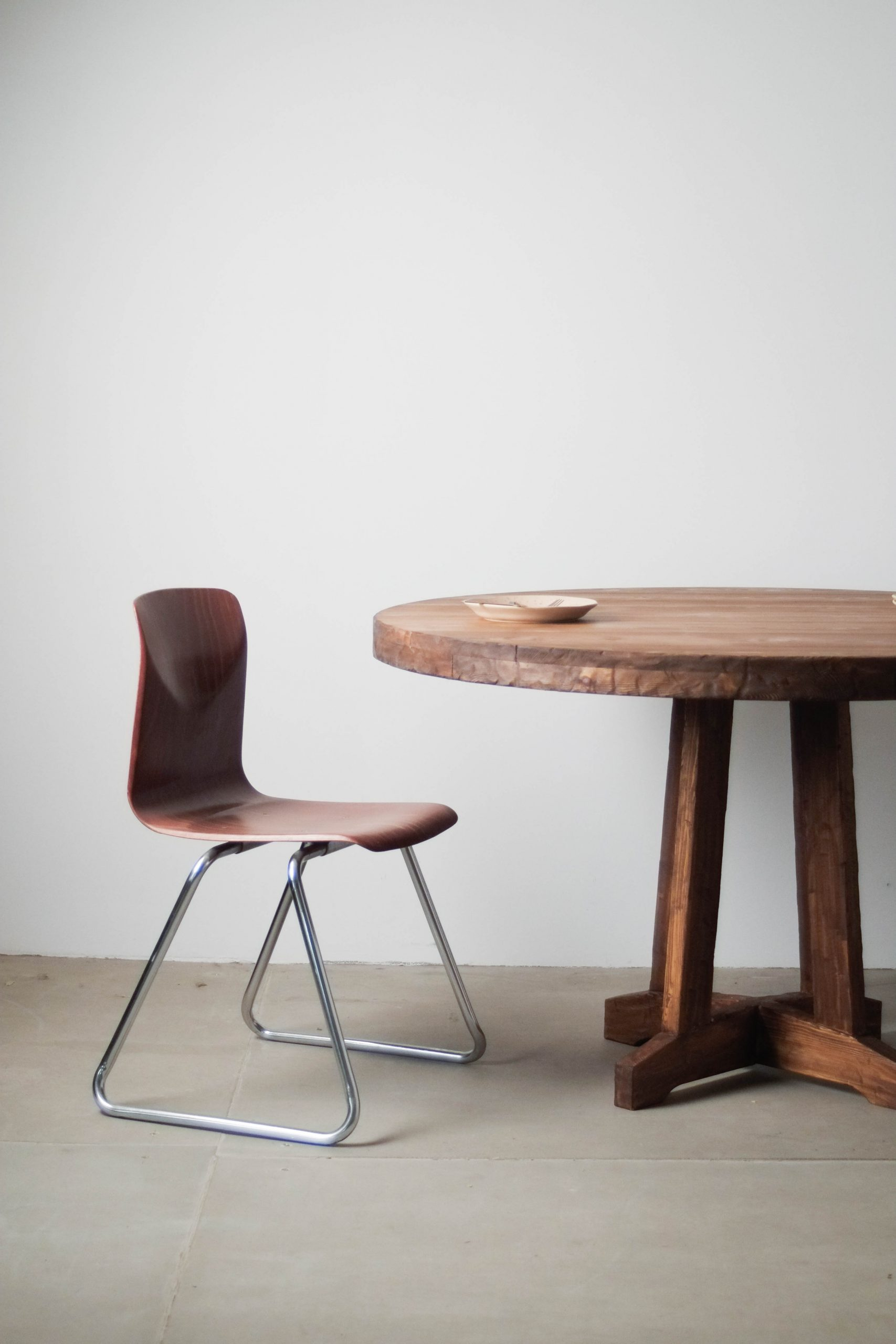 mesa con silla de diseño redonda de madera calidad fabricada a mano