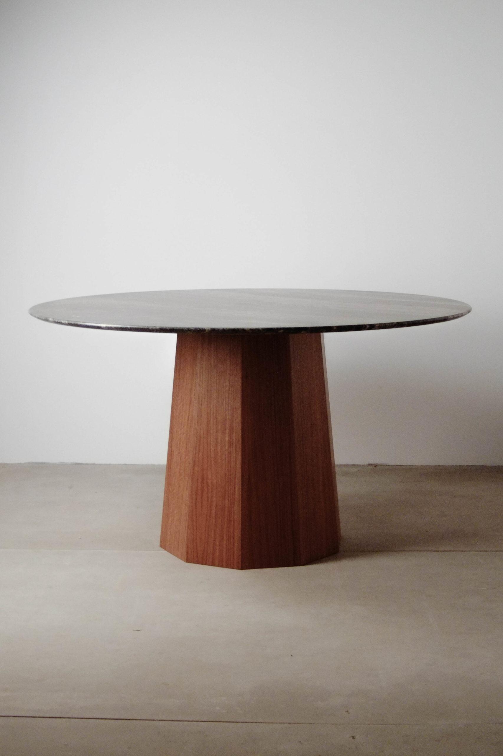 mesa redonda sobre conico elegante redondeado marmol italiano