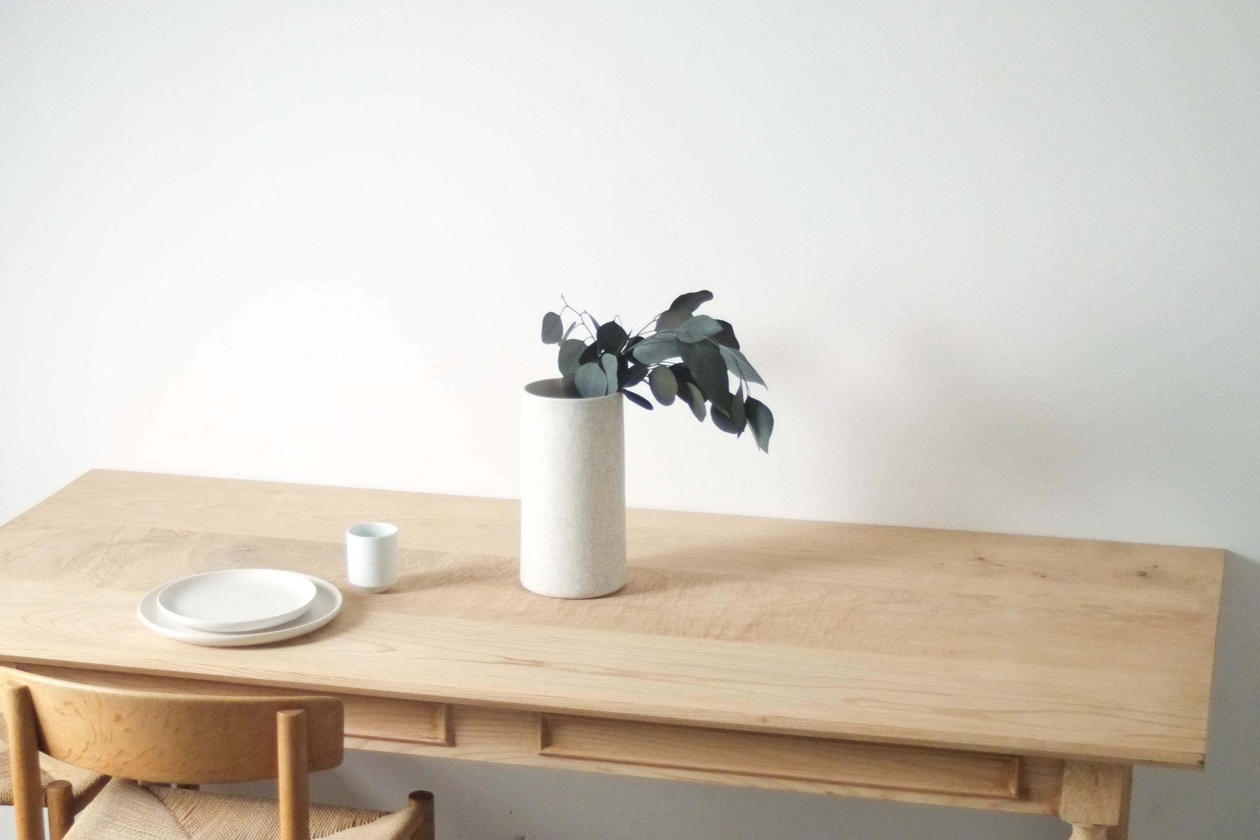 detalle de mesa maciza de calidad hecha a mano retro vintagte
