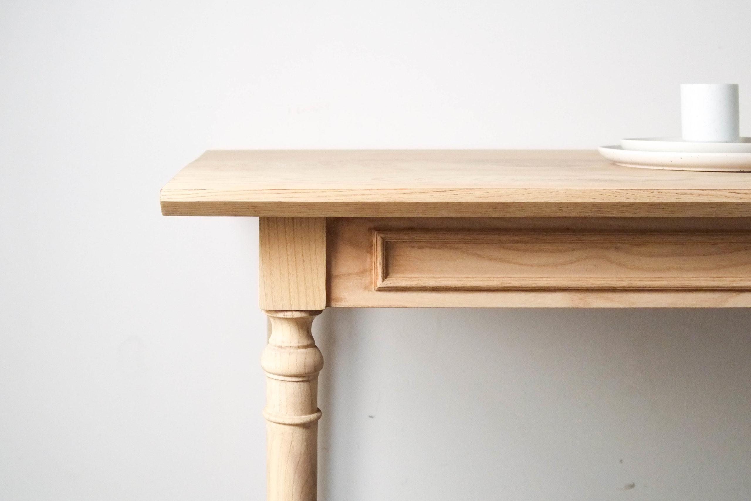 vista de detalle lado mesa de diseño de madera hecha a medida