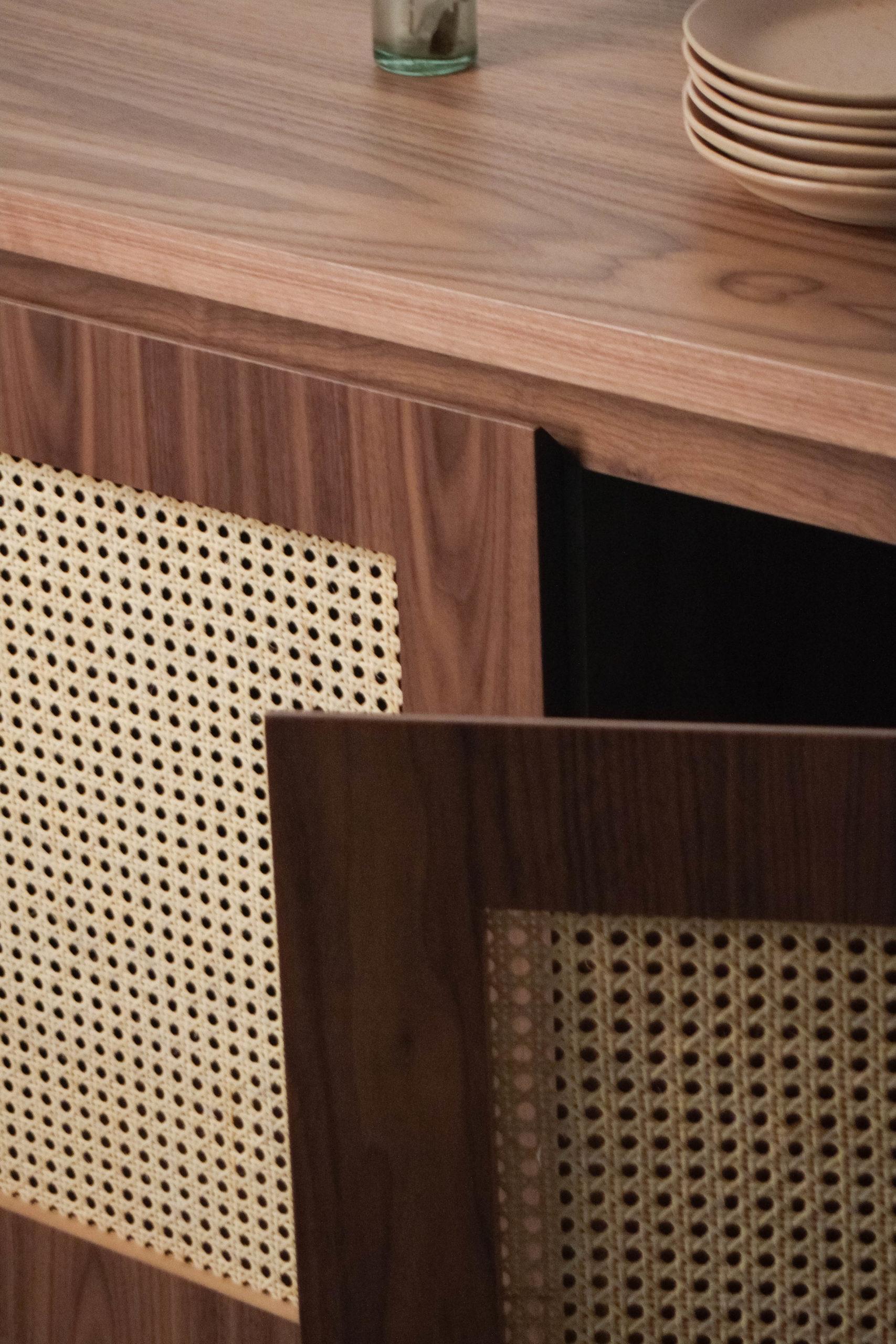 detalle puertas nogal de calidad ratan diseño