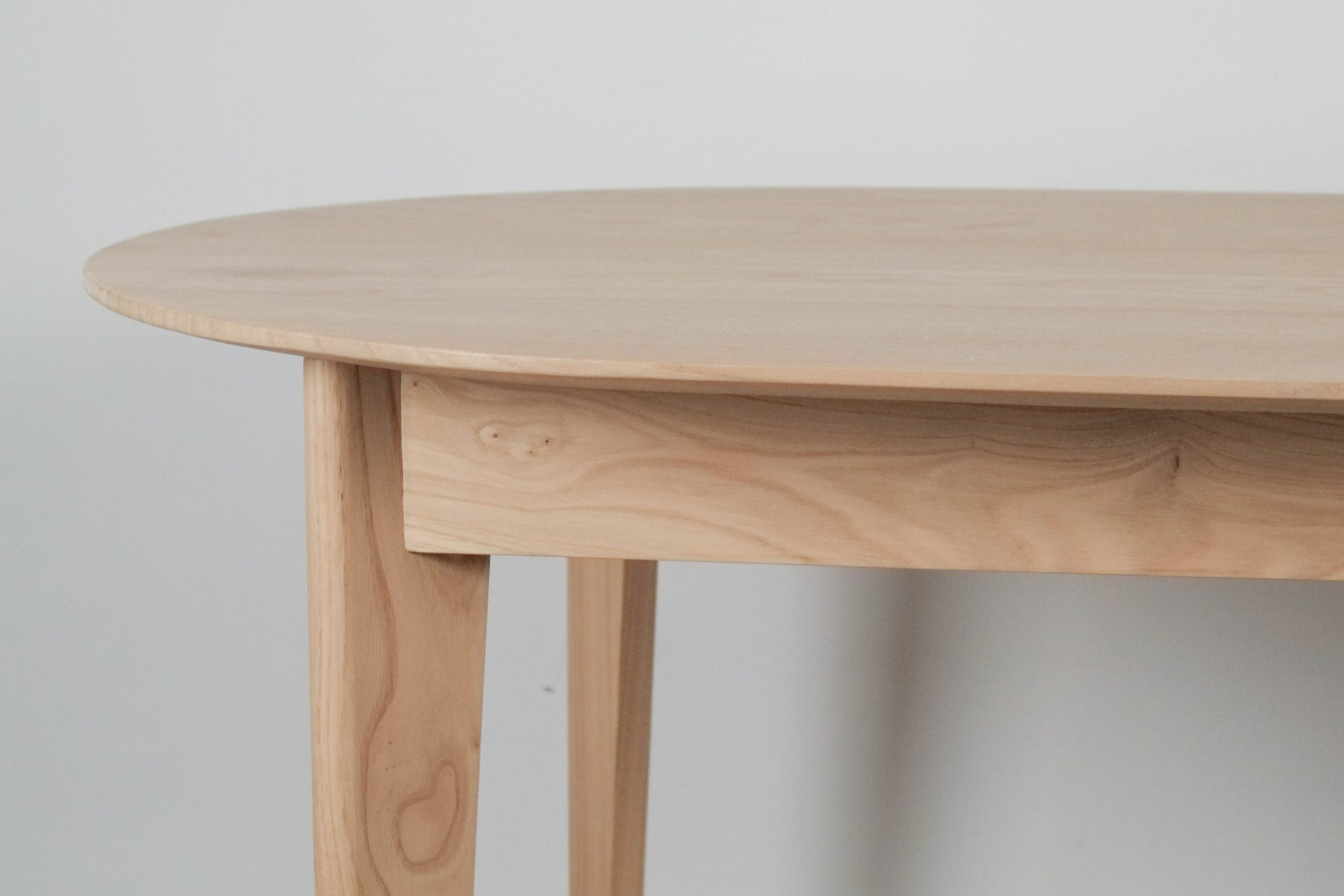mesa de madera canto viselado