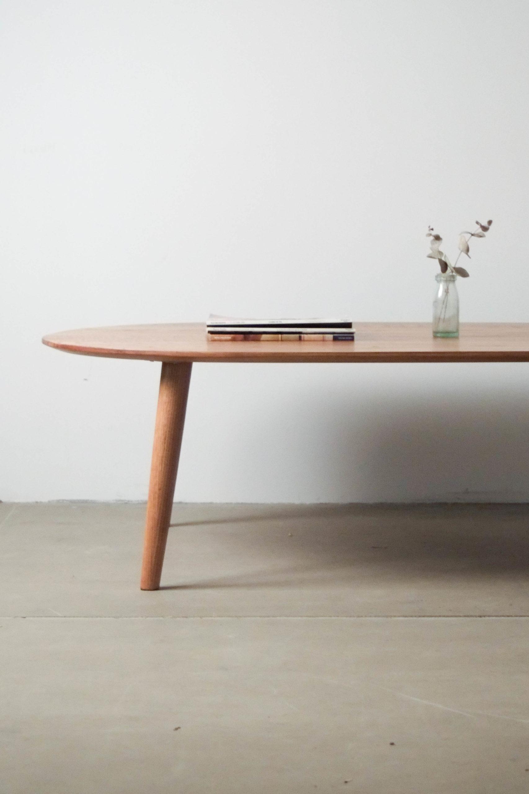 detalle de canto mesa de madera maciza