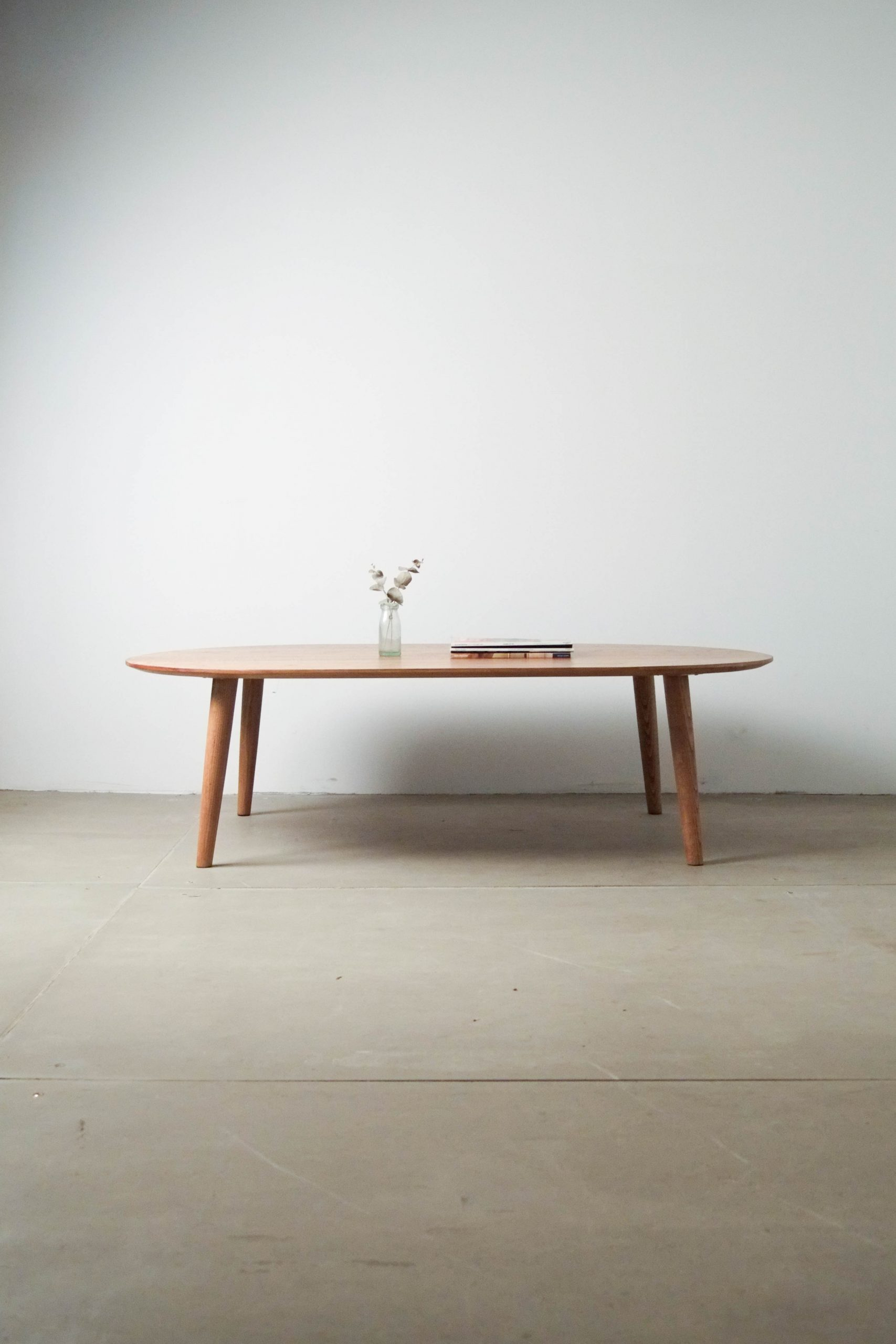 mesa de madera de diseño hecha a mano