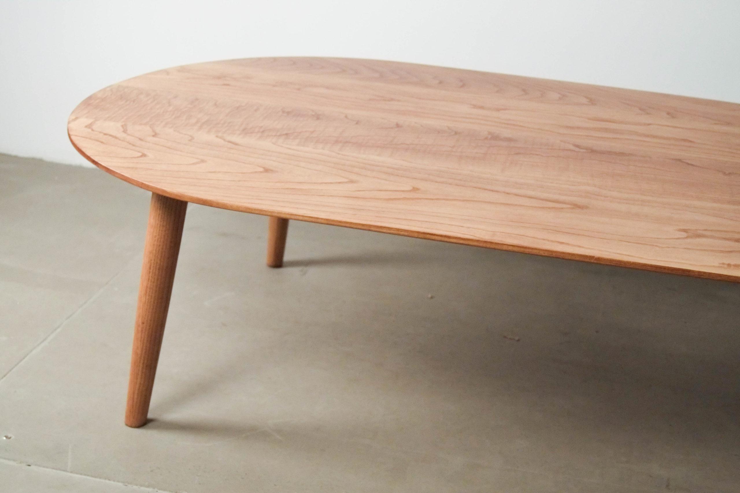 mesa ovala de madera maciza