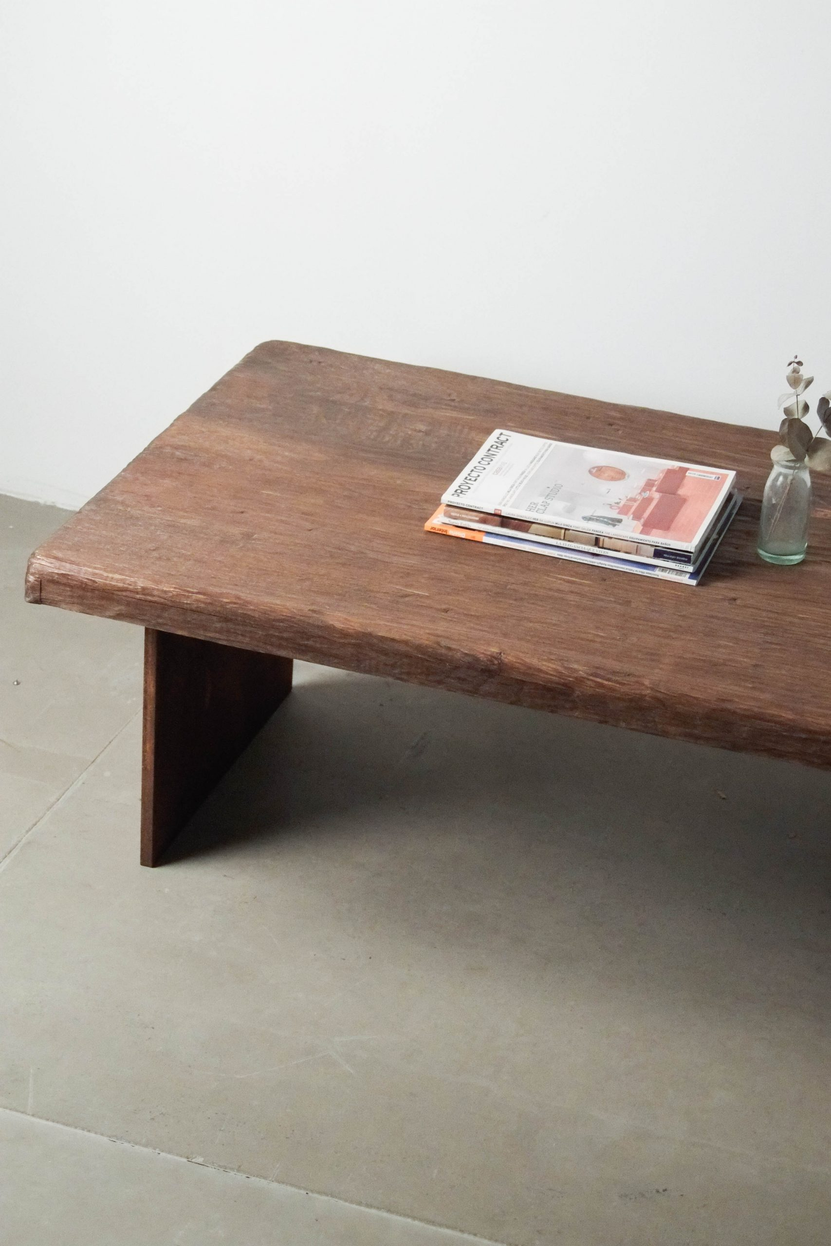 mesa de salon hecha a mano de diseño