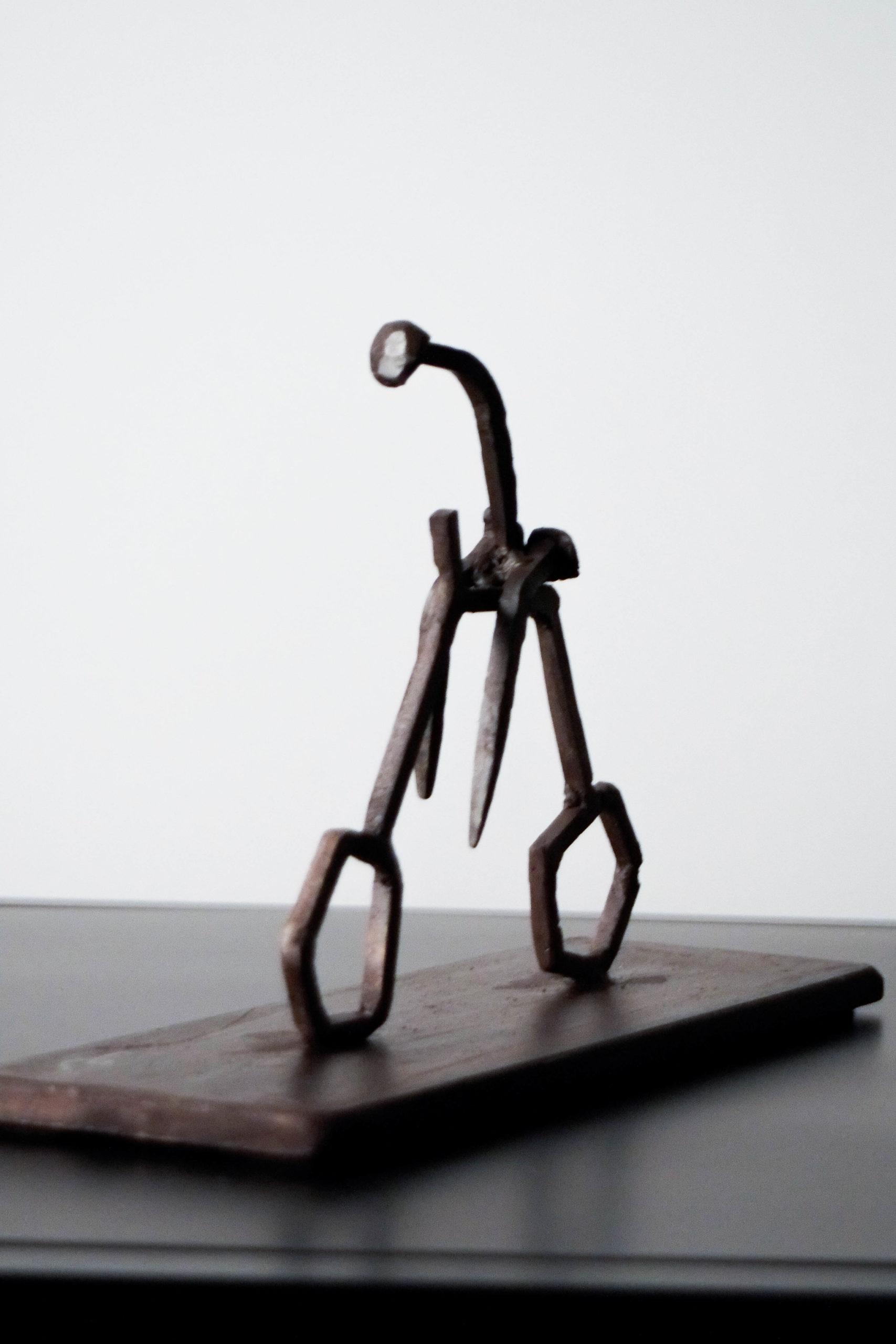 escultura elegante de diseño metalica calidad