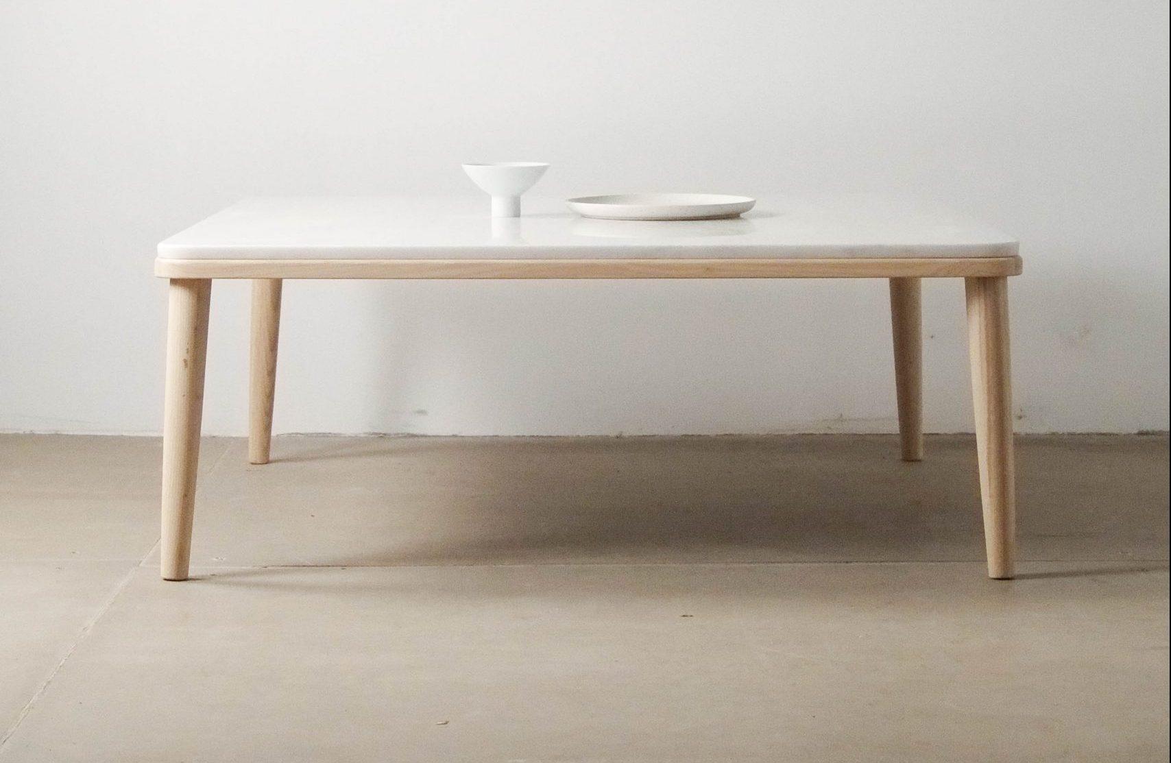 mesa blanca de sofa baja madera marmol