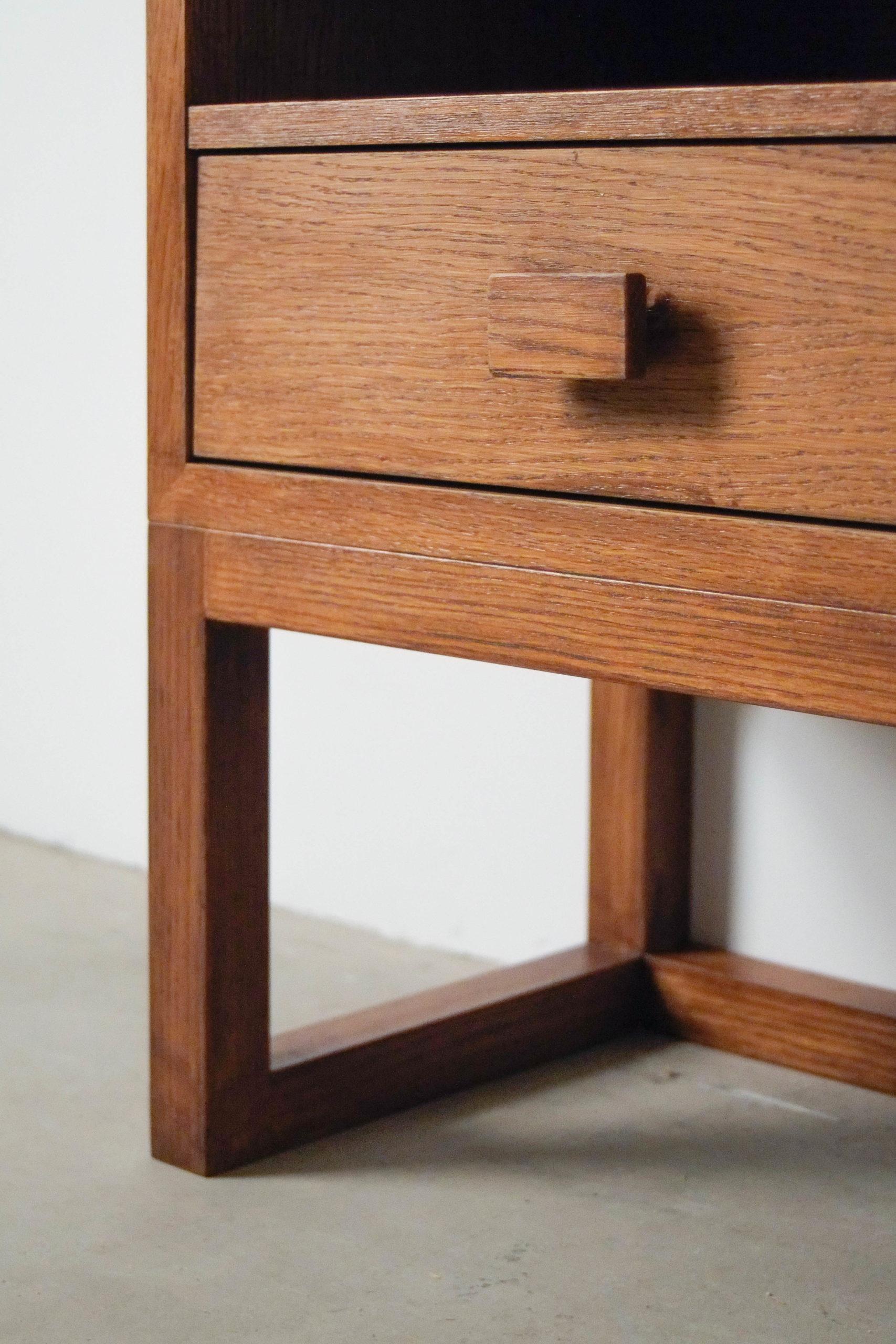 detalle tirador de madera mesita de noche mesilla hecha a mano
