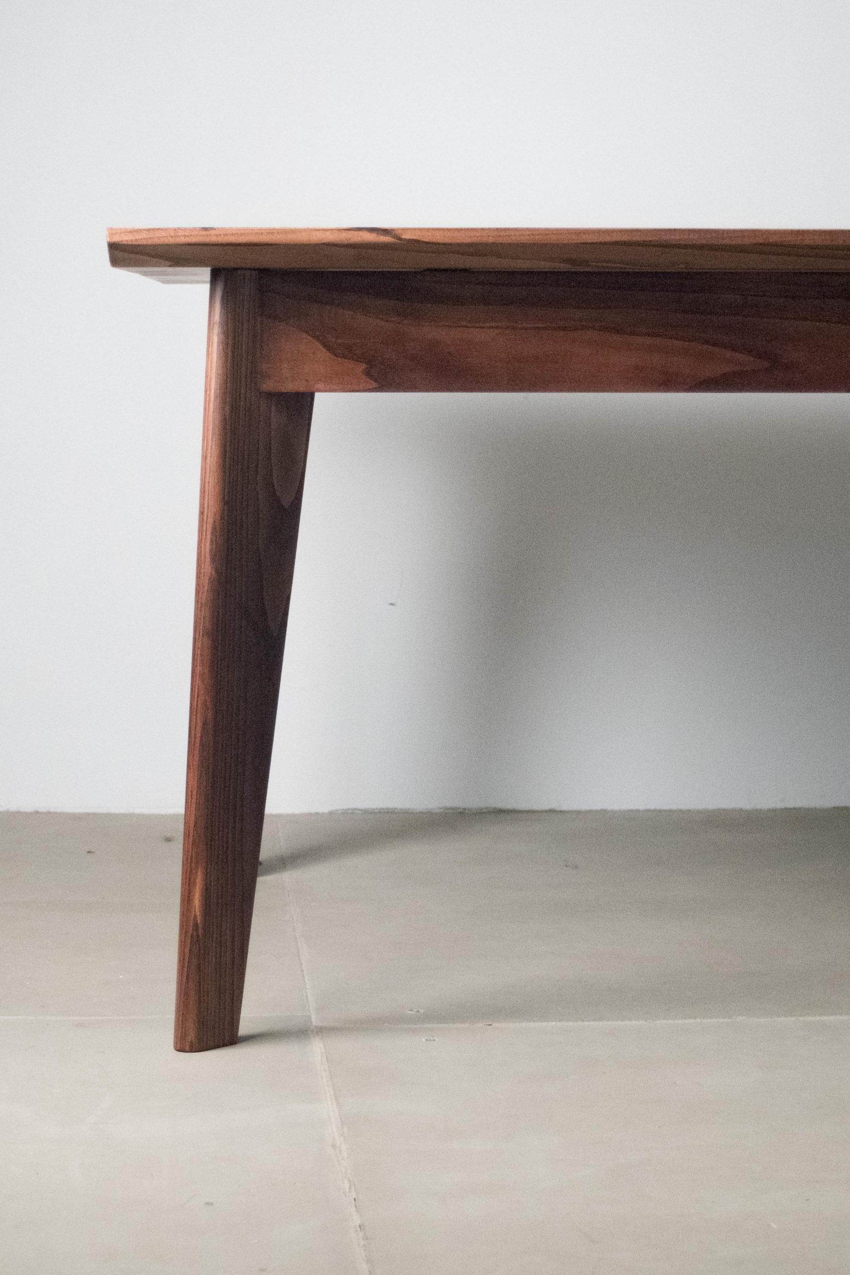 mesa de madera de diseño jean castaño