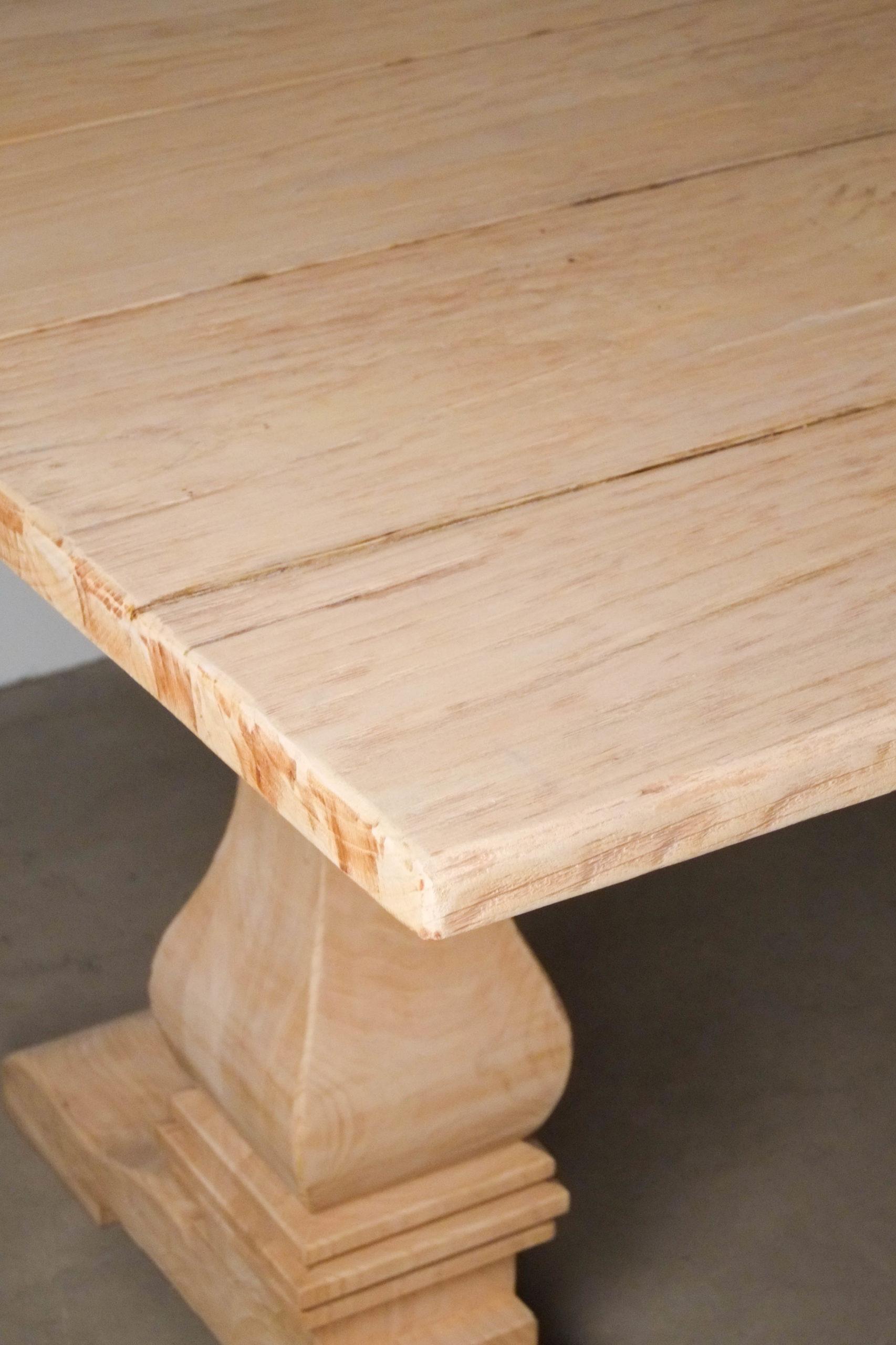 mesa de cocina comedor exterior de madera clara bonita