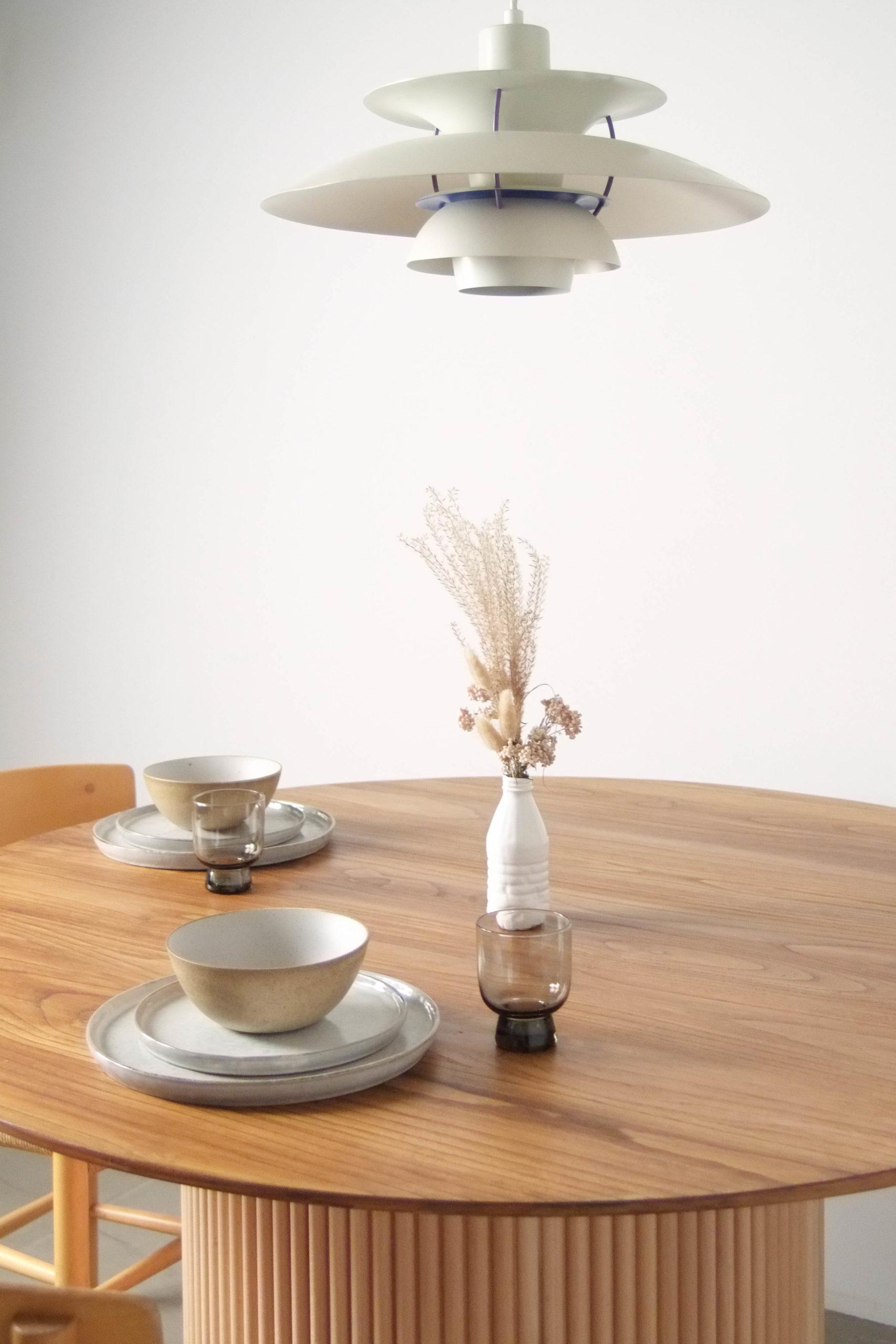 detalle de mesa sobre comedor cocina lampara decoracion