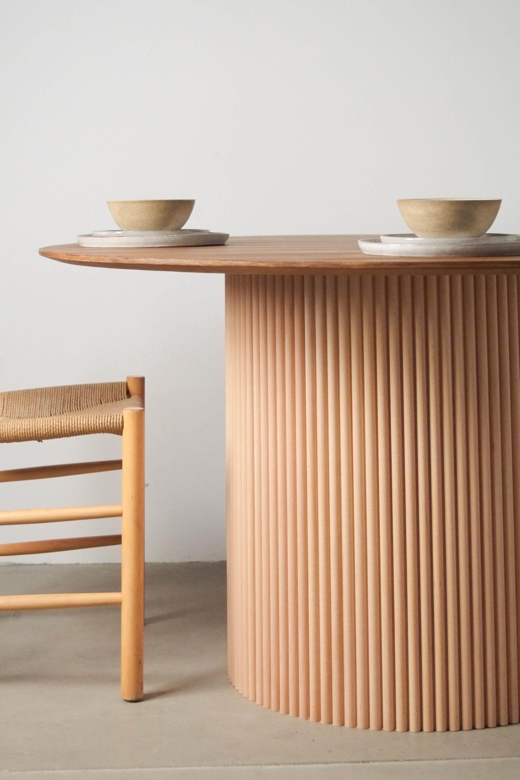 mesa redonda hecha a mano de madera maciza de castaño hecha a mano