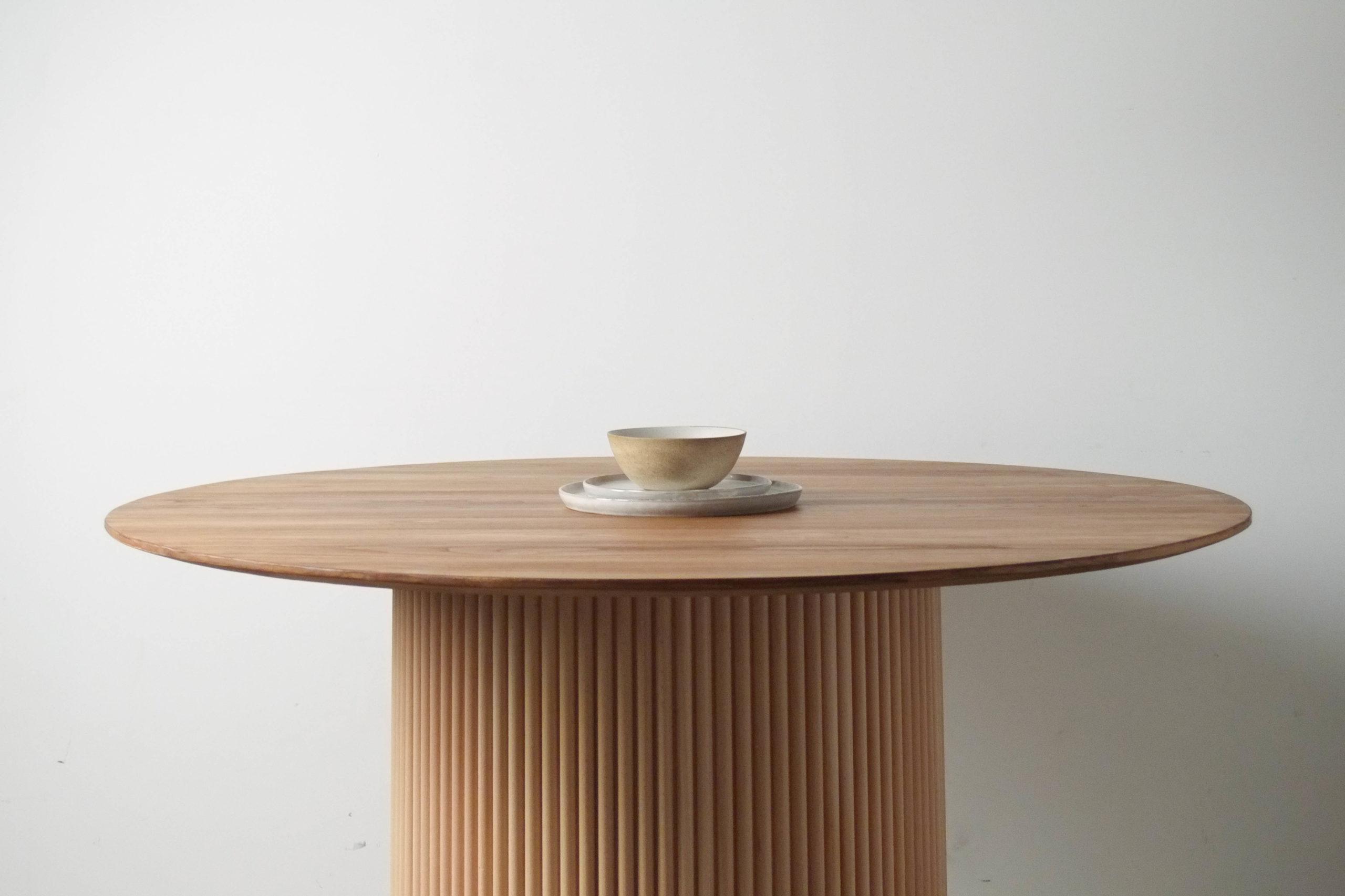 mesa redonda de madera de castaño comedor cocica salon