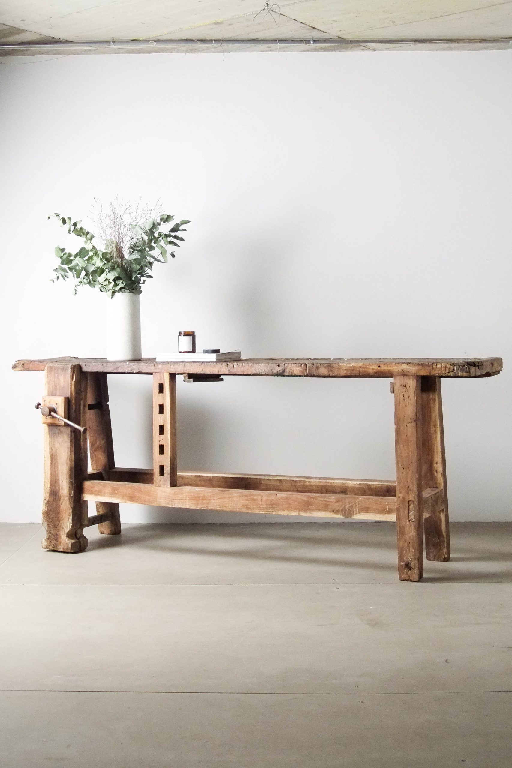banco antiguo de madera de carpintero