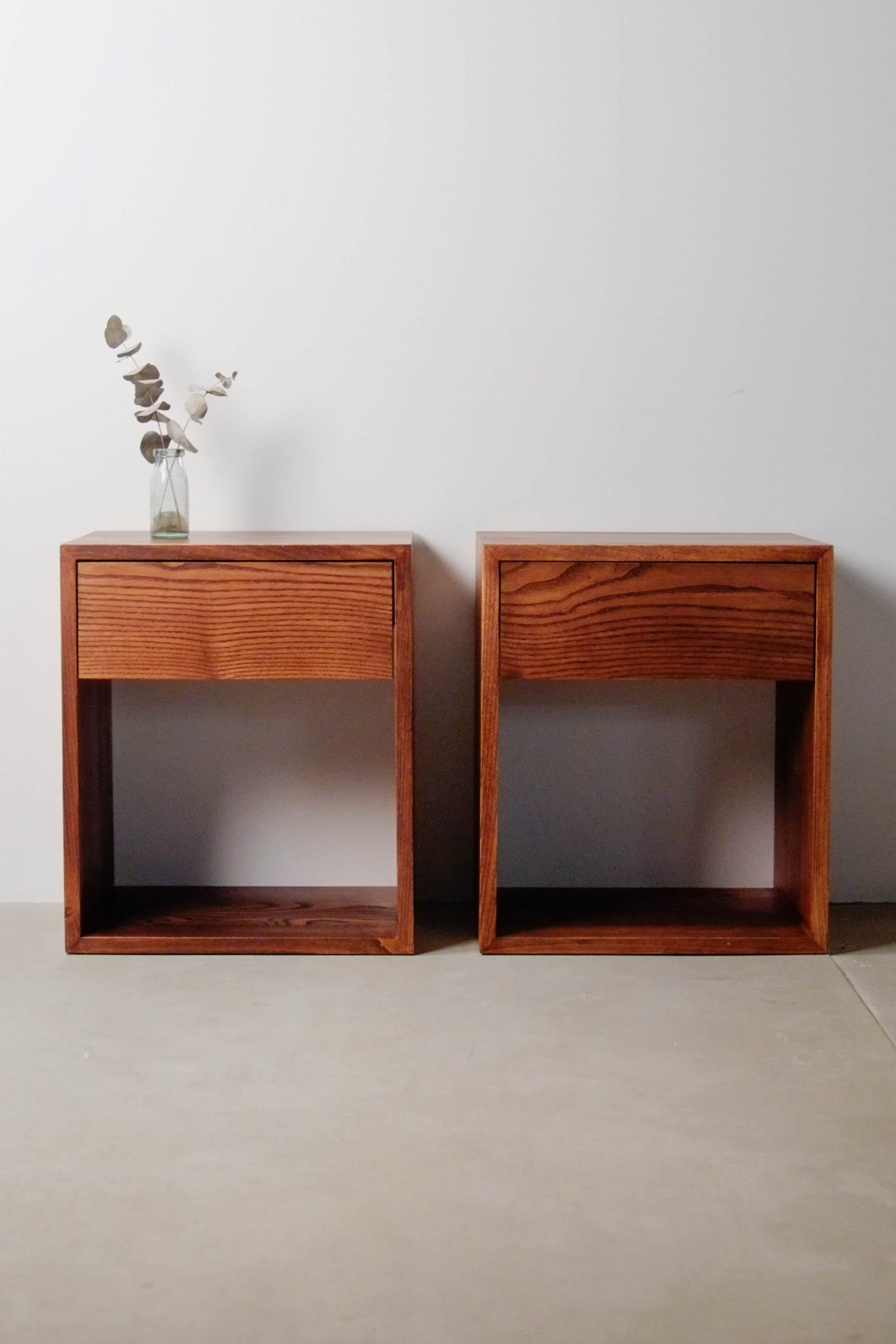 pareja de mesillas matrimonio cama doble madera cajon