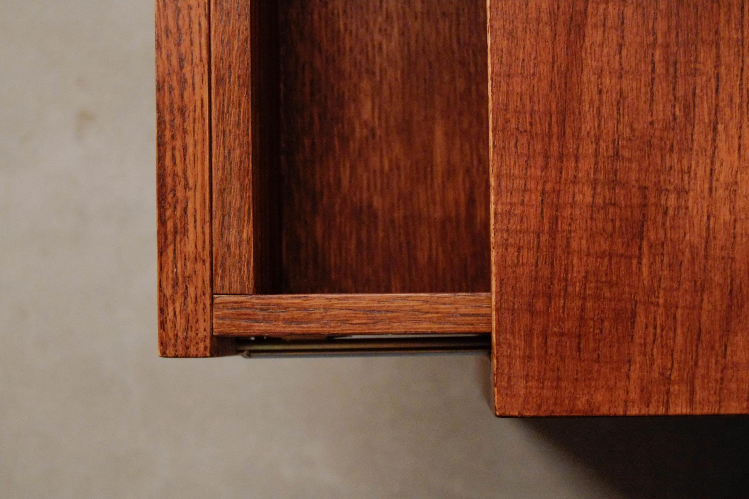 detalle de madera calidad mesa de noche cajon mueble a medida