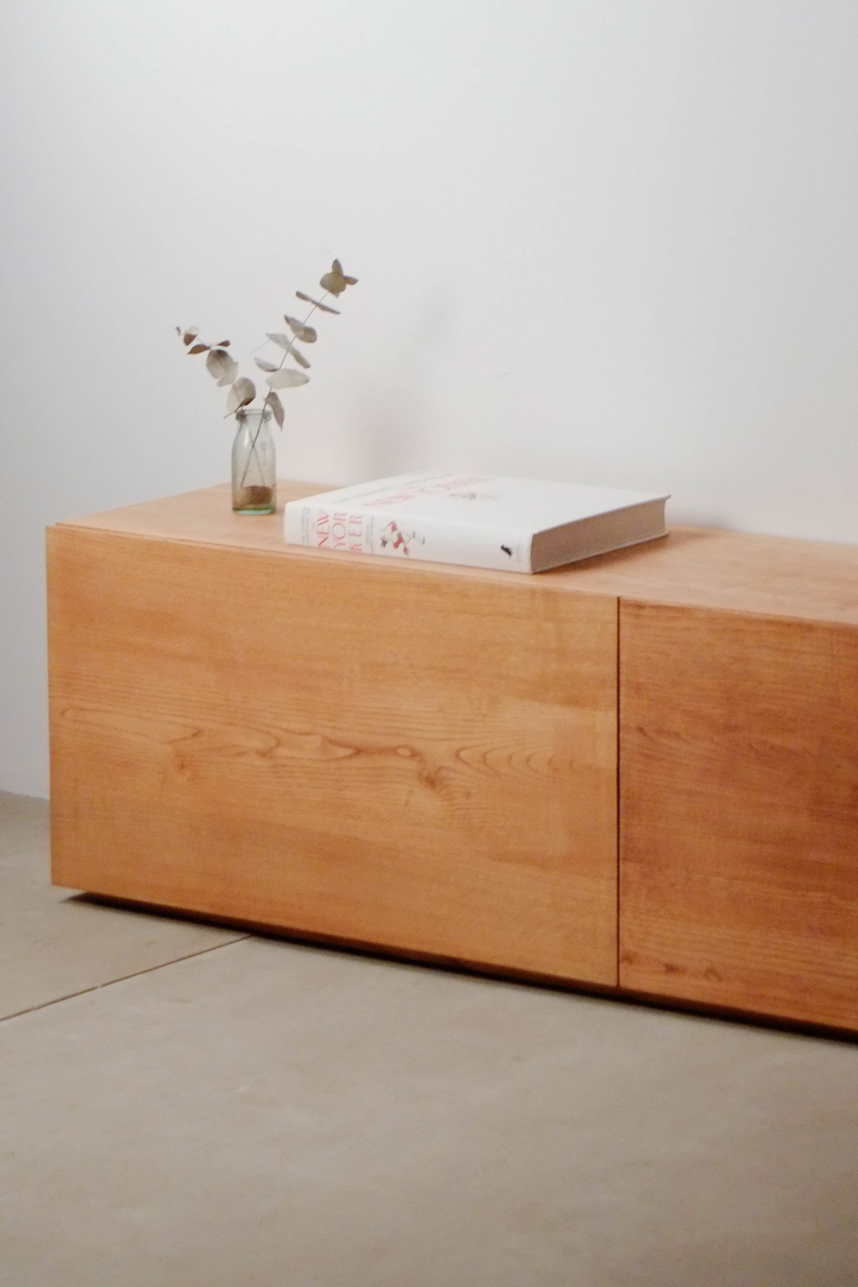 mueble de castaño macizo de diseño