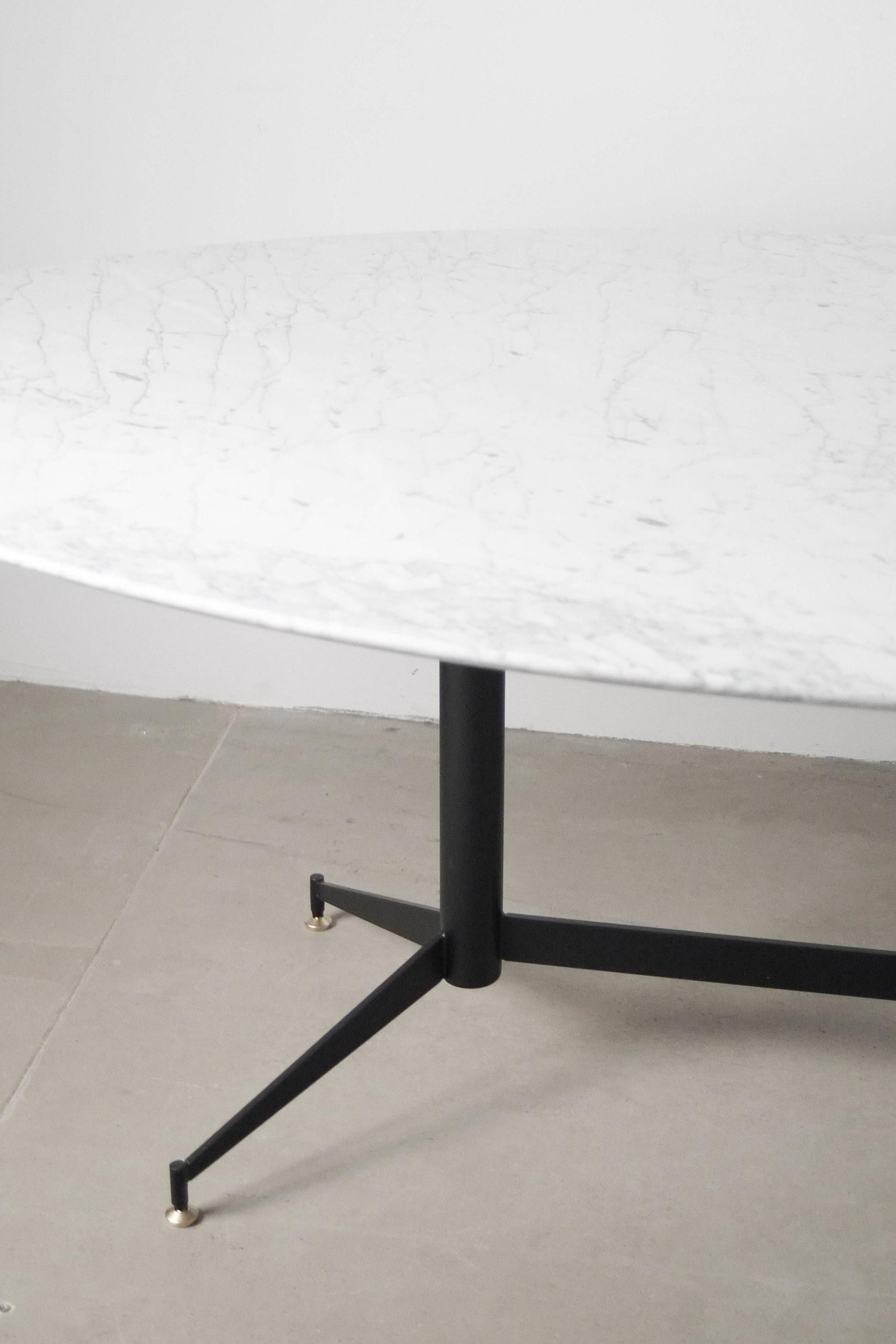 mesa de marmol con pata hecha a mano metal marmol carrata comedor salon