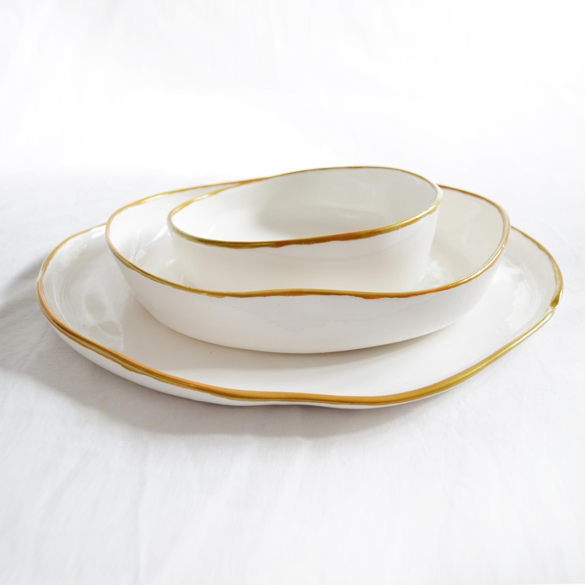 platos miyaya de diseño fabricados a mano en ceramica blanca con borde dorado varios modelos grande llano postr