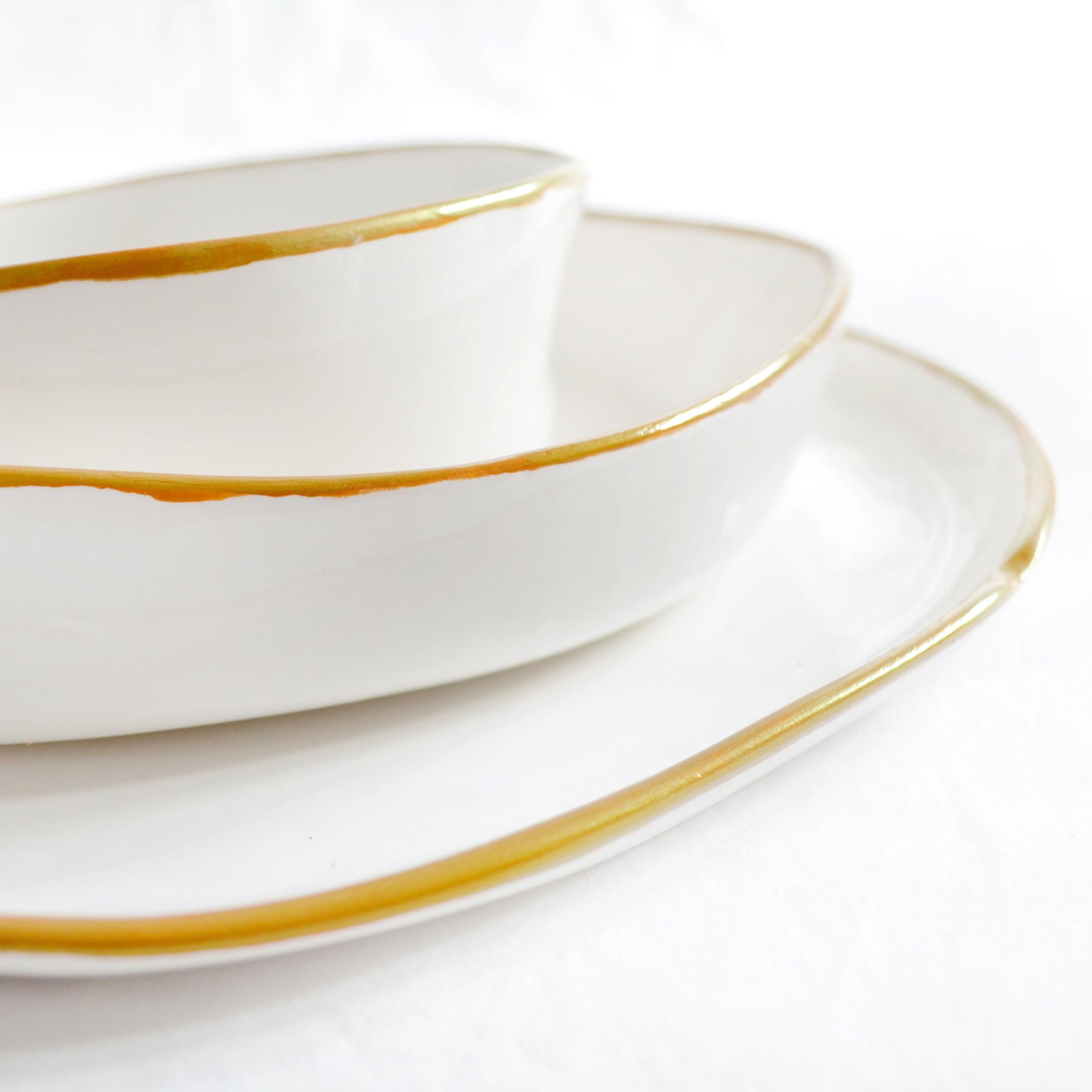 detalle platos artesanos de postre fabricados a mano