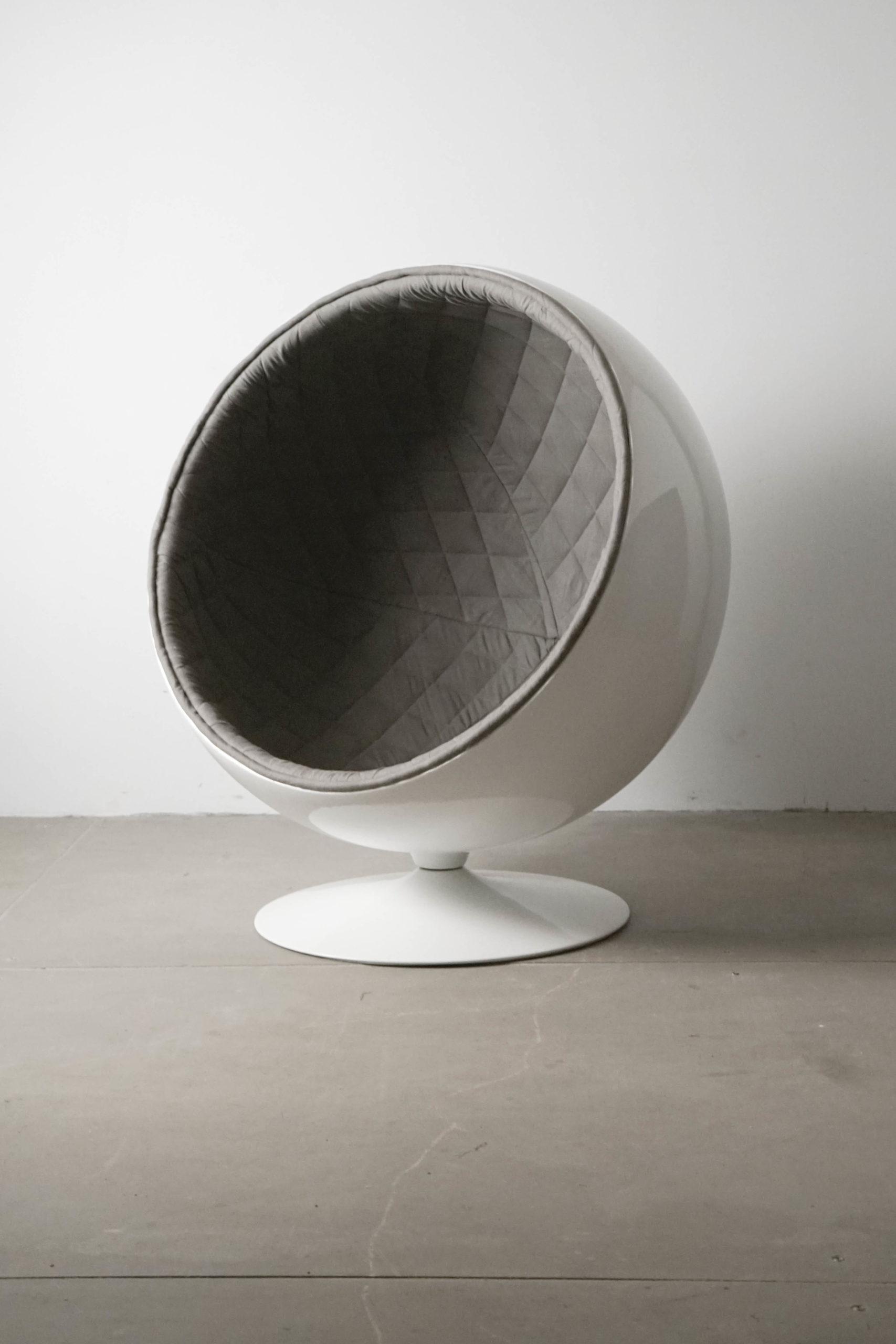 butaca de diseño elegante gris guata acolchada