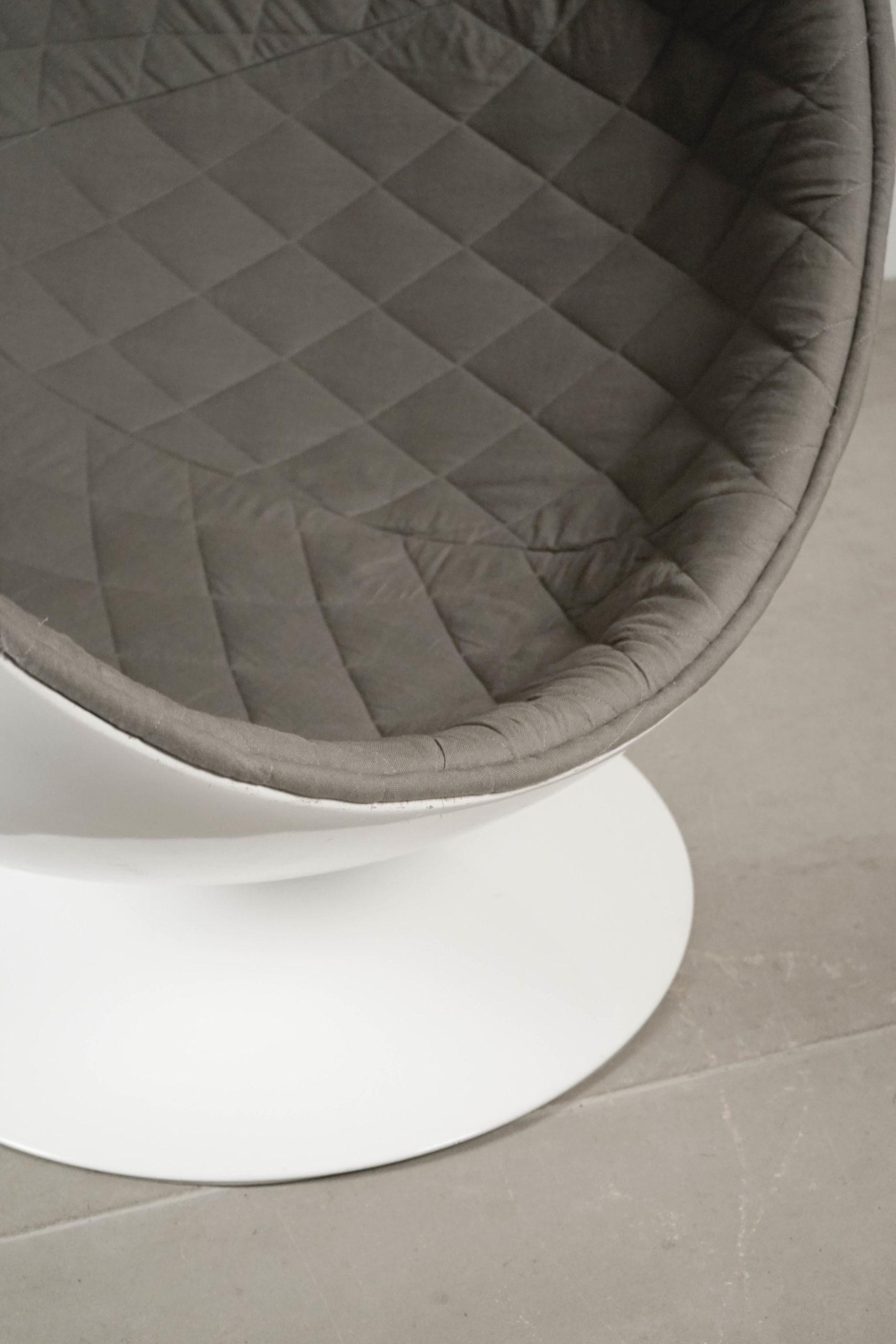 butaca de diseño gris guata acolchada gigratoria