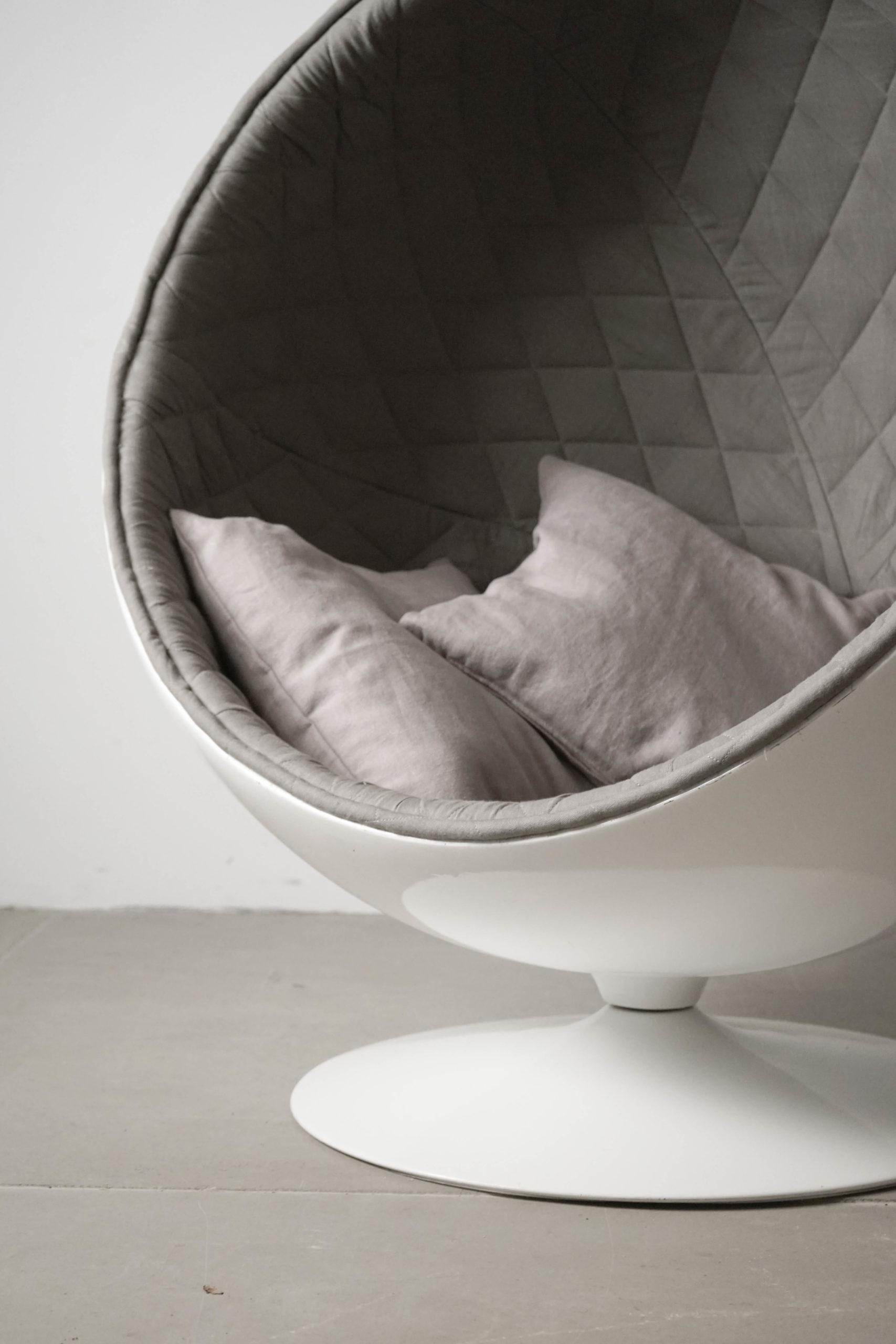 butaca con cojines de diseño hecho a mano gris guapa acolchado