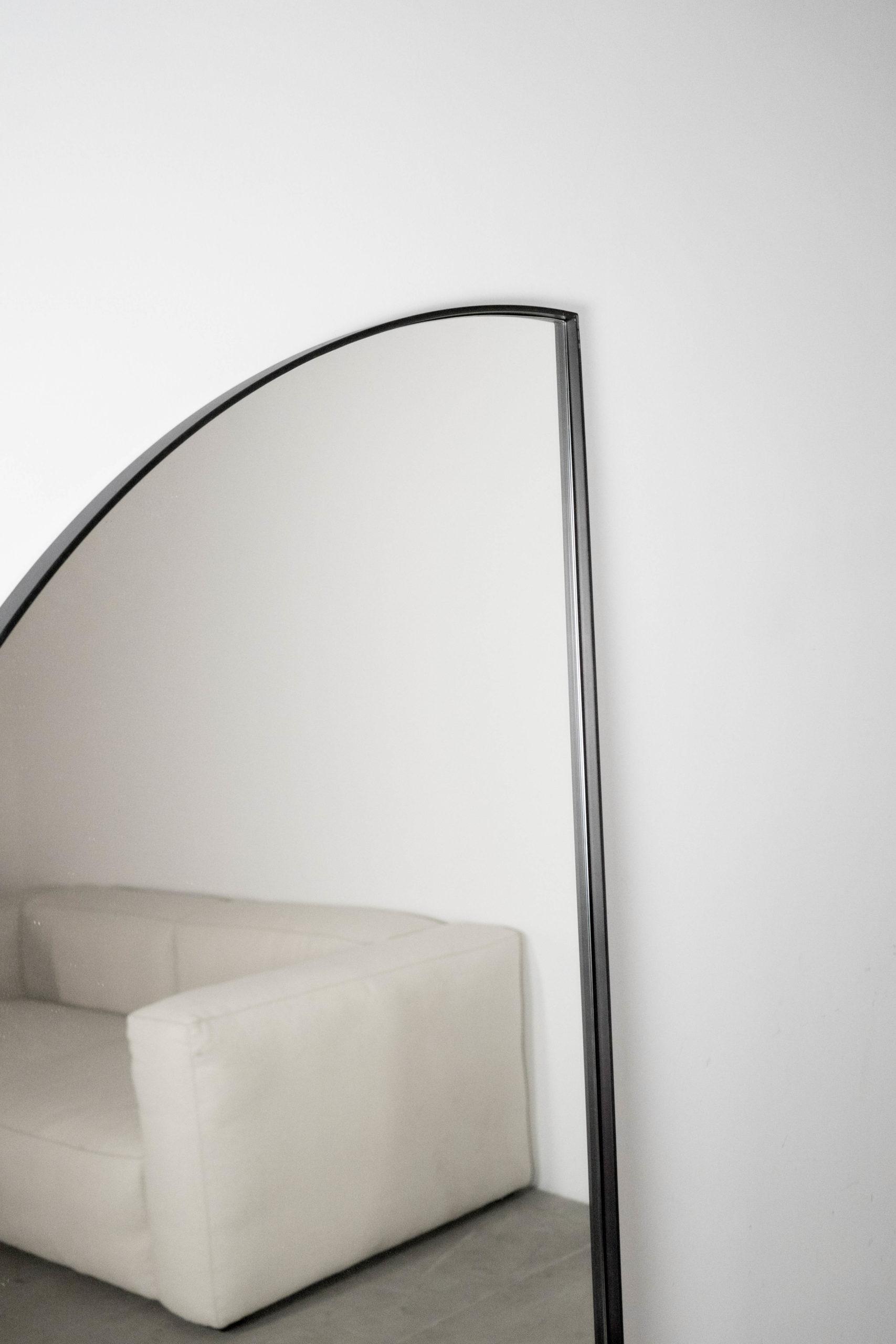 espejo curvo de diseño elegante hecho a mano