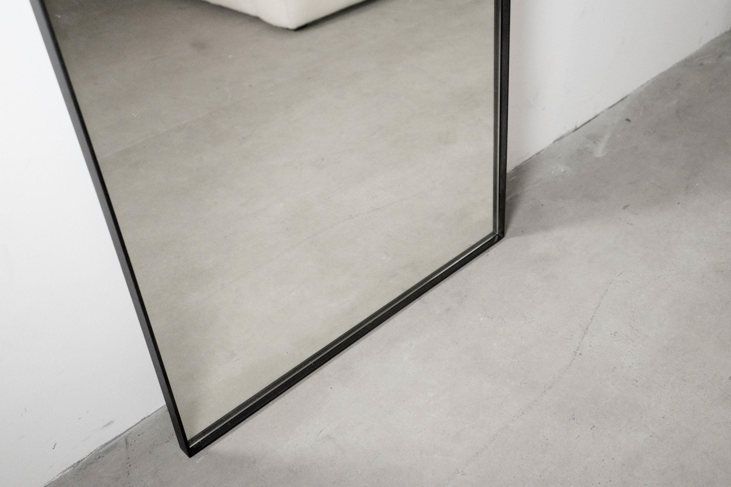 espejo metalico curvado metalico de diseño
