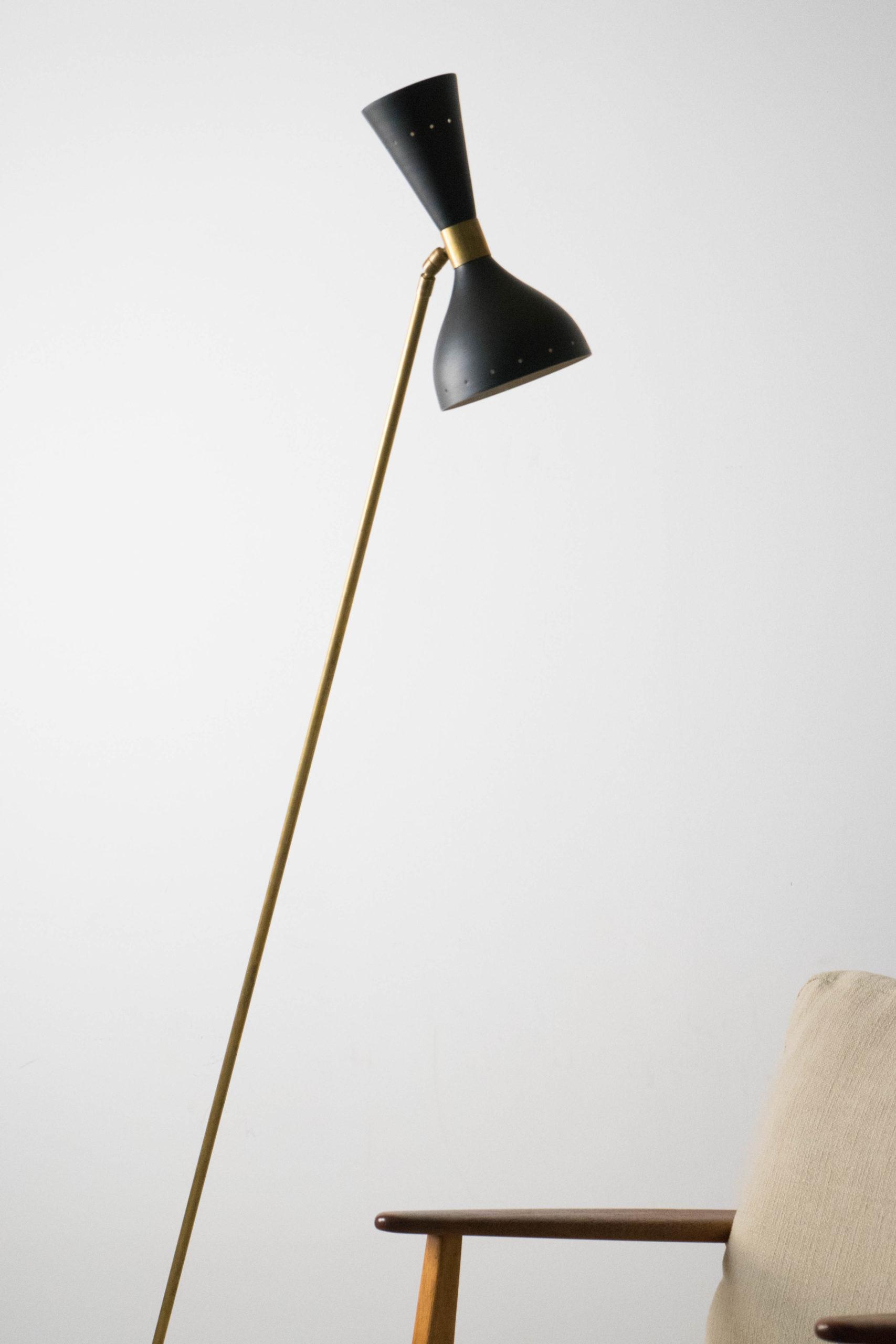 lámpara dorada de latón