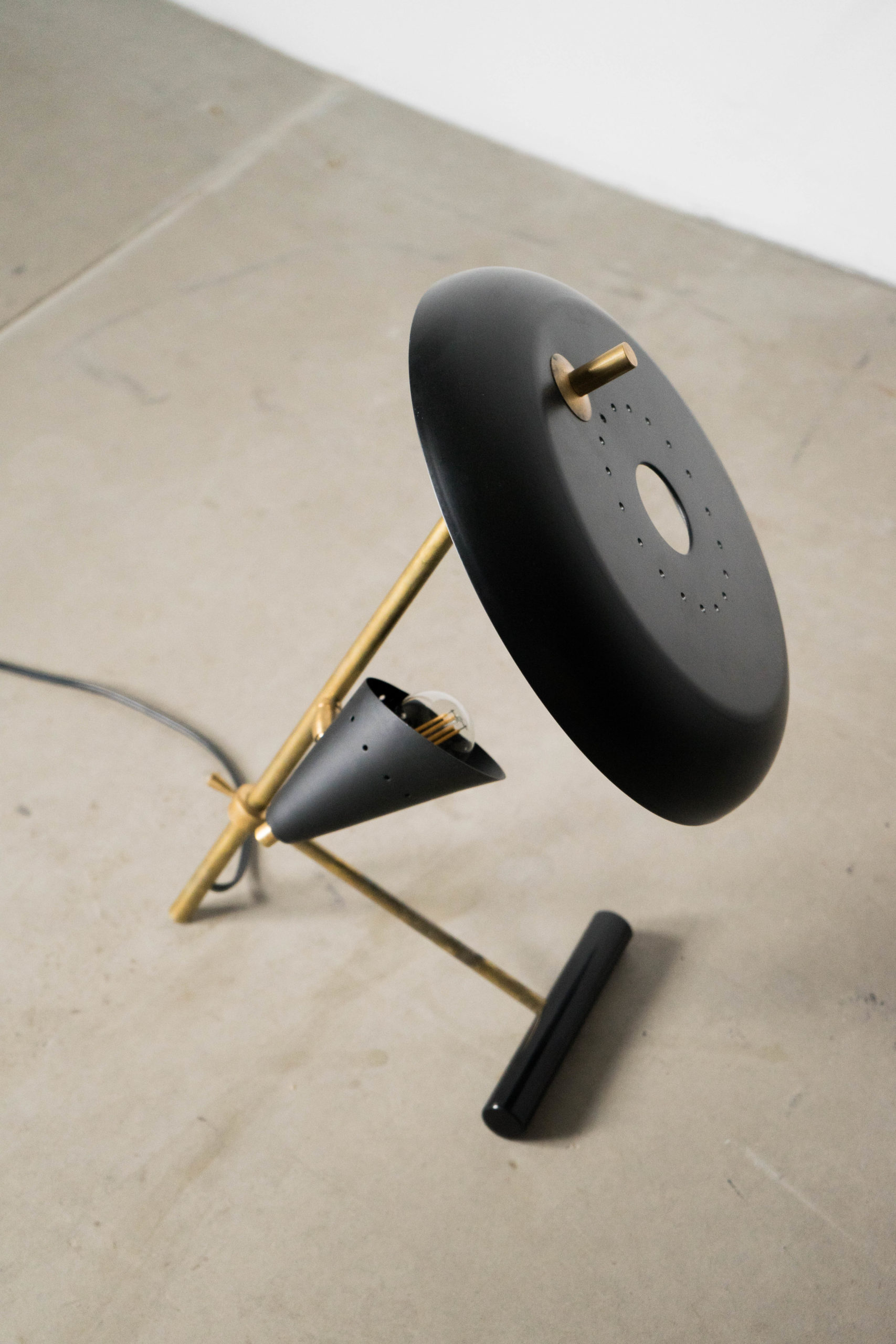 lampara de mesa geometrica