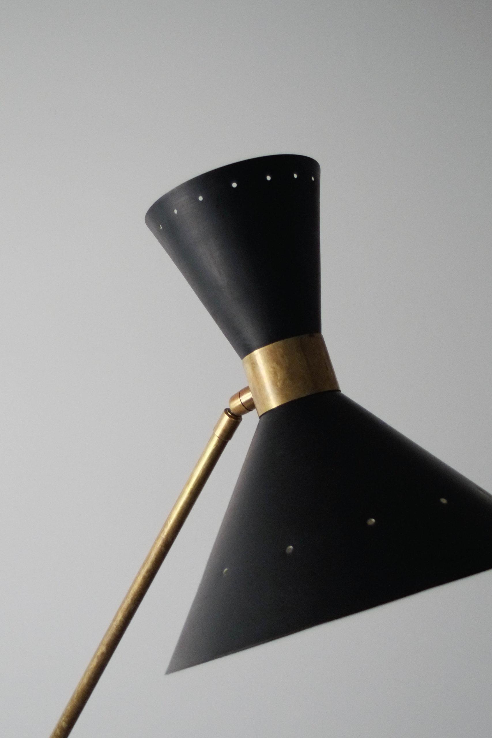 lampara de pie de latón hecha en italia negra y dorada