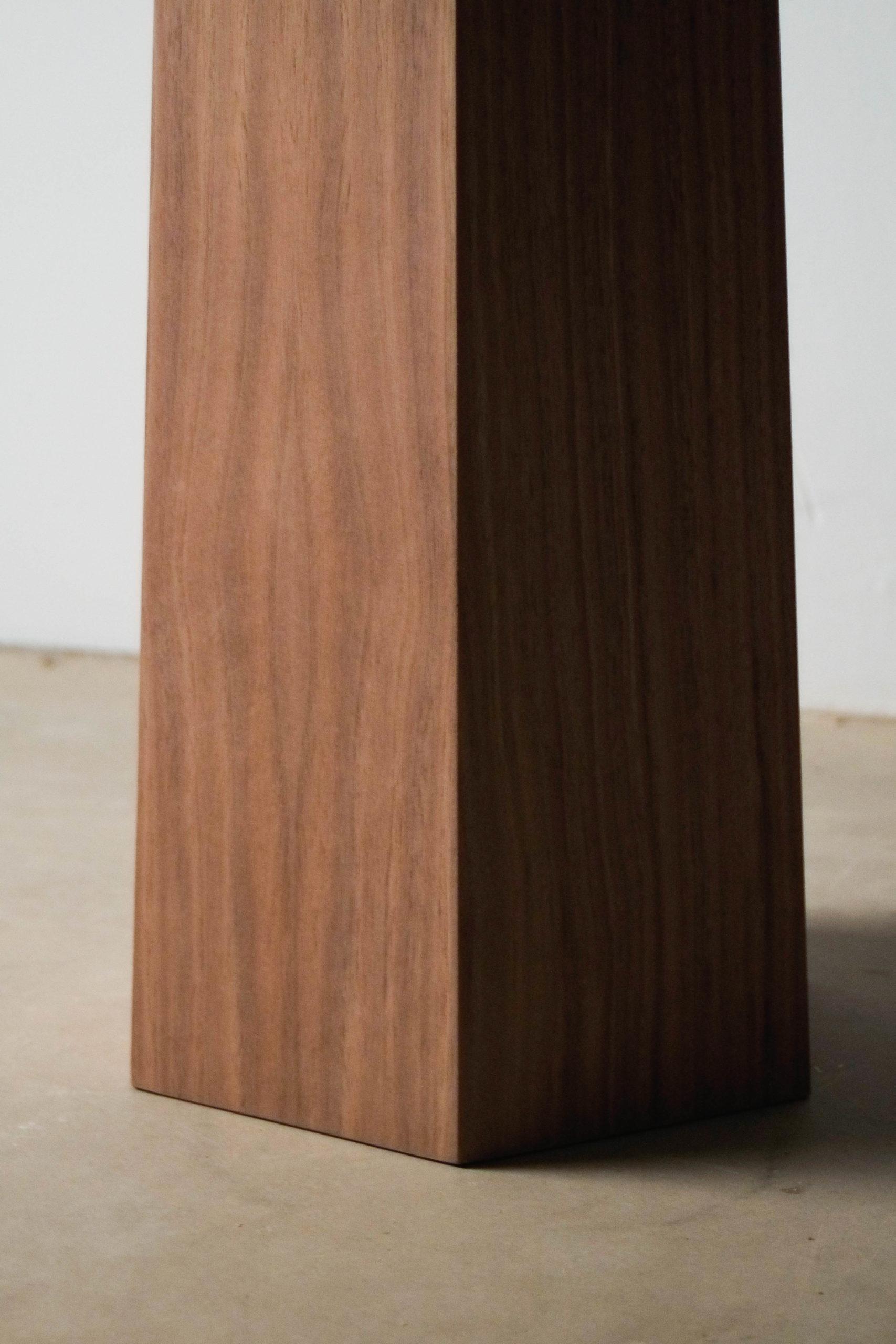pata geometrica de mesa de madera