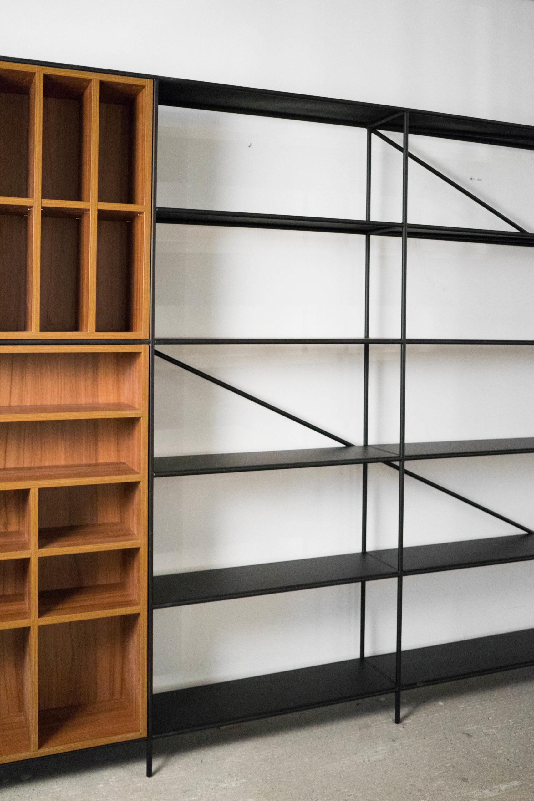 libreria de metal