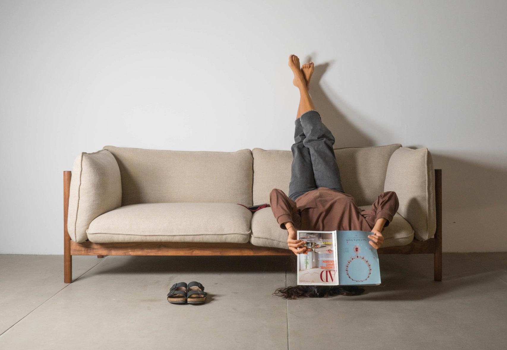 vista general sofá arbour de calidad fabricado a mano madera de nogal