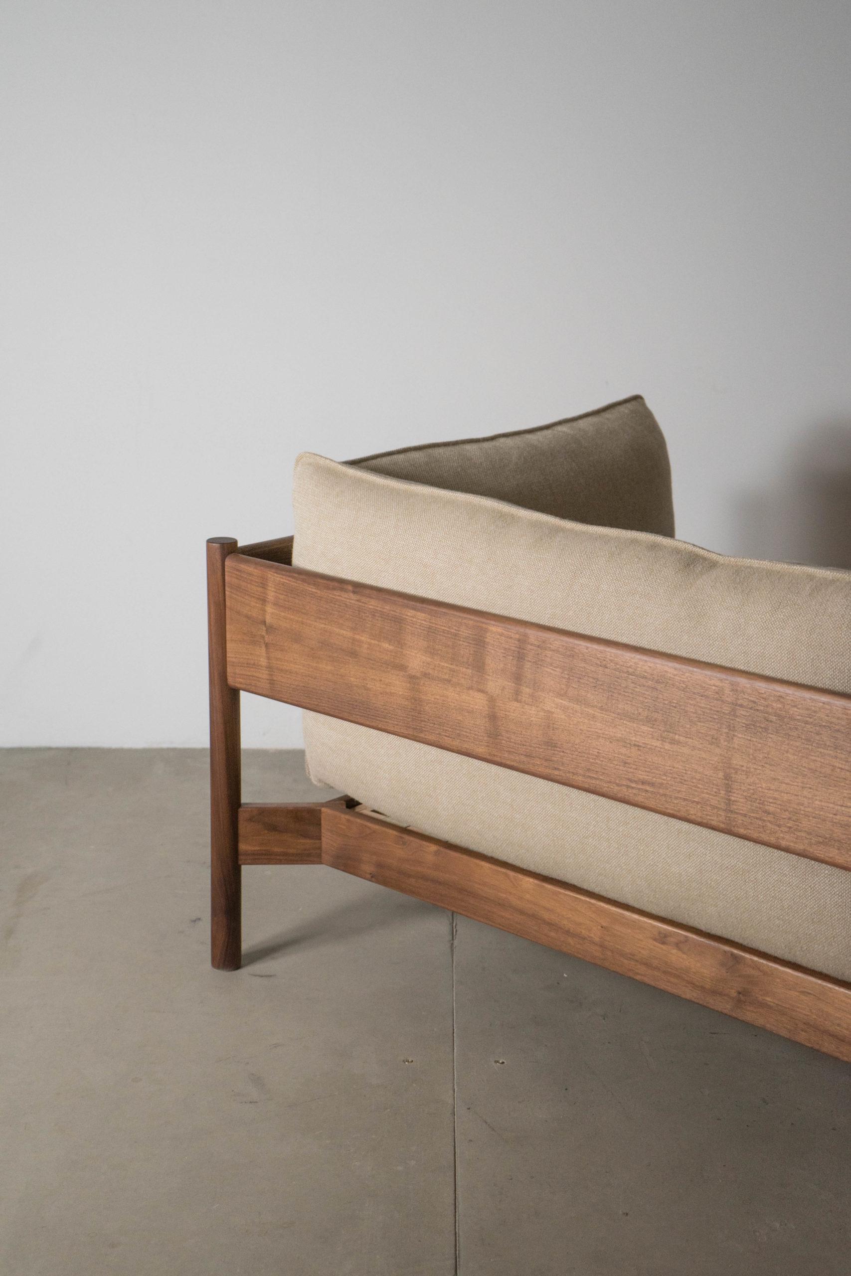 trasera de sofá de madera maciza