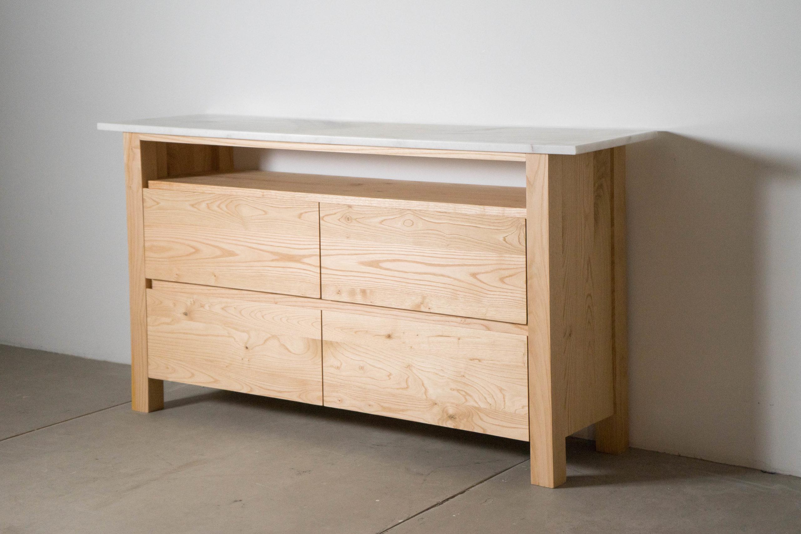 mueble de madera maciza castaño
