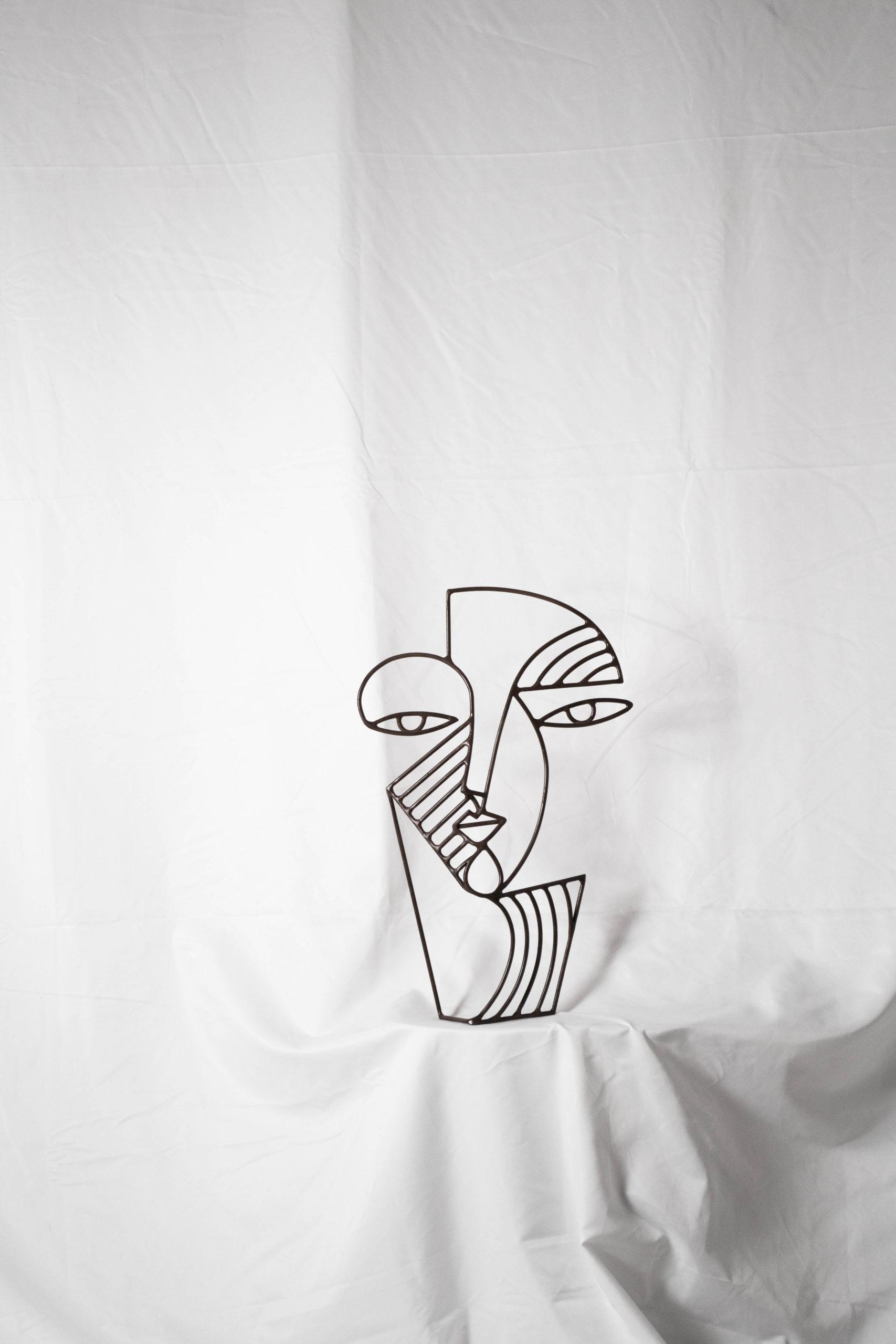 escultura de metal detalle de calidad decorativa