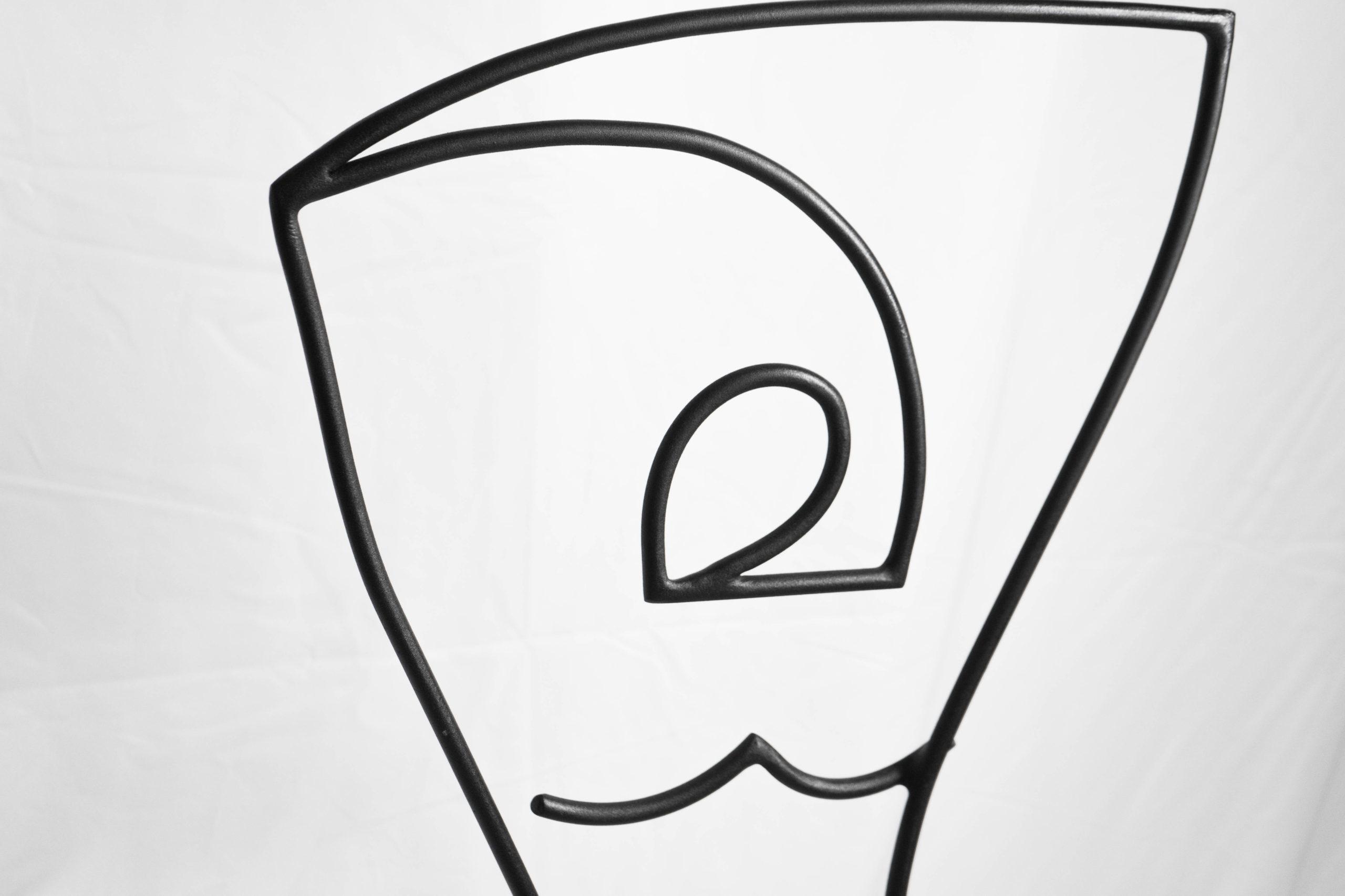 cabeza detalle de formas y lineas de metal