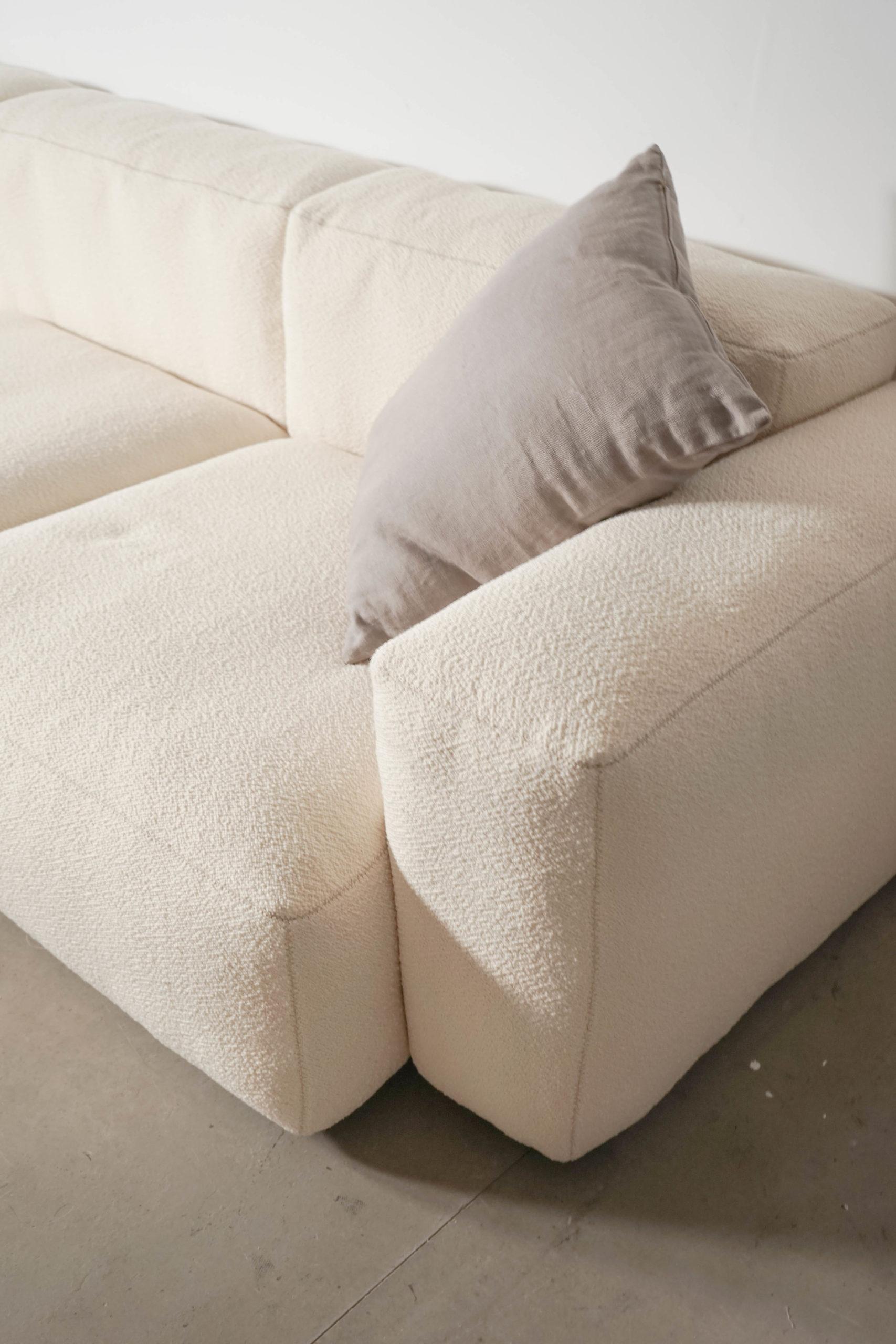 sofá blanco de diseño hecho a mano